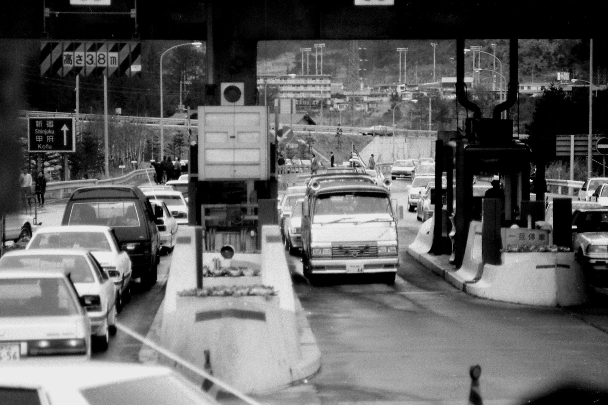 1/1/1989: 32: traffic jams around Tokyo