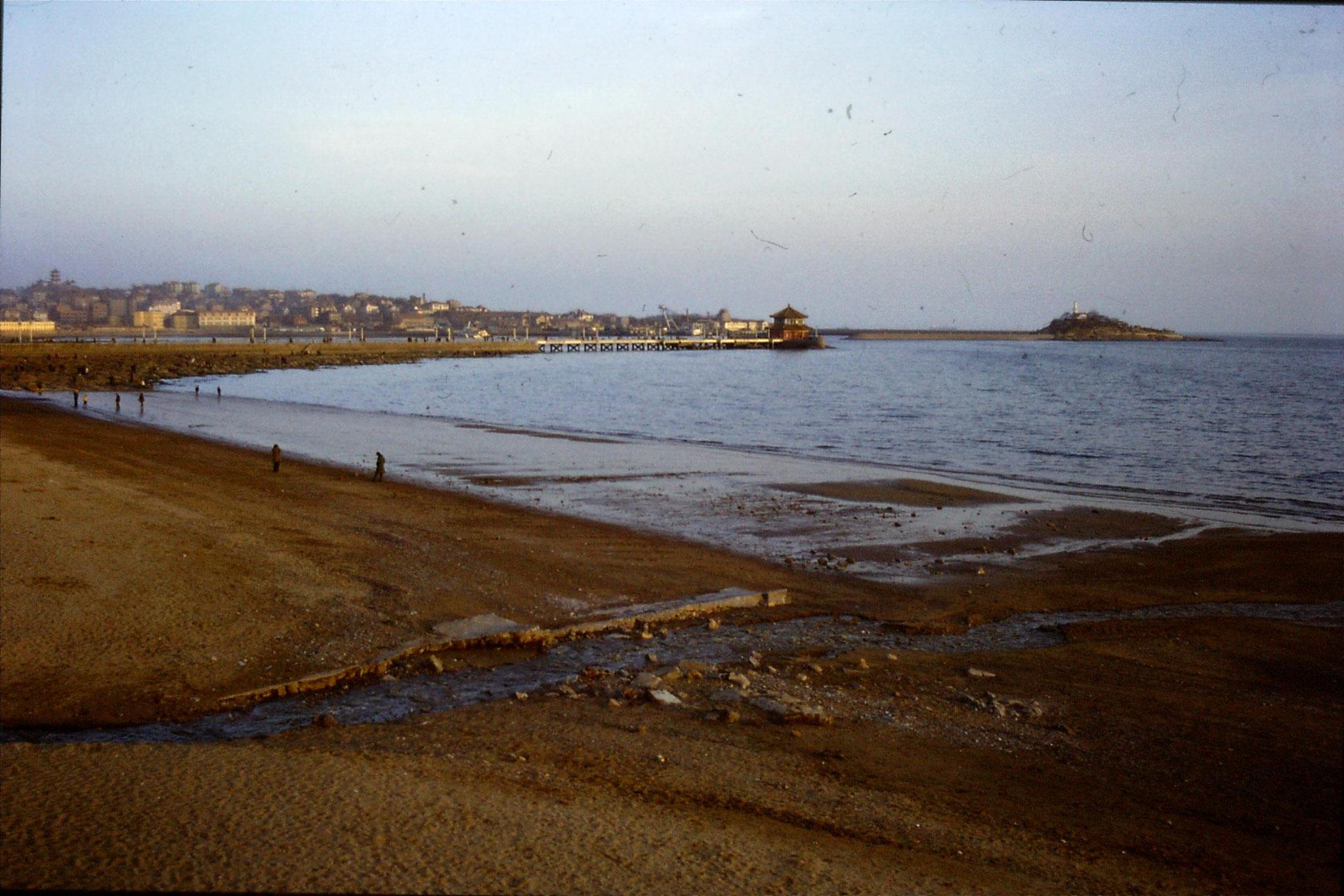 13/2/1989: 34: Qingdao sea front