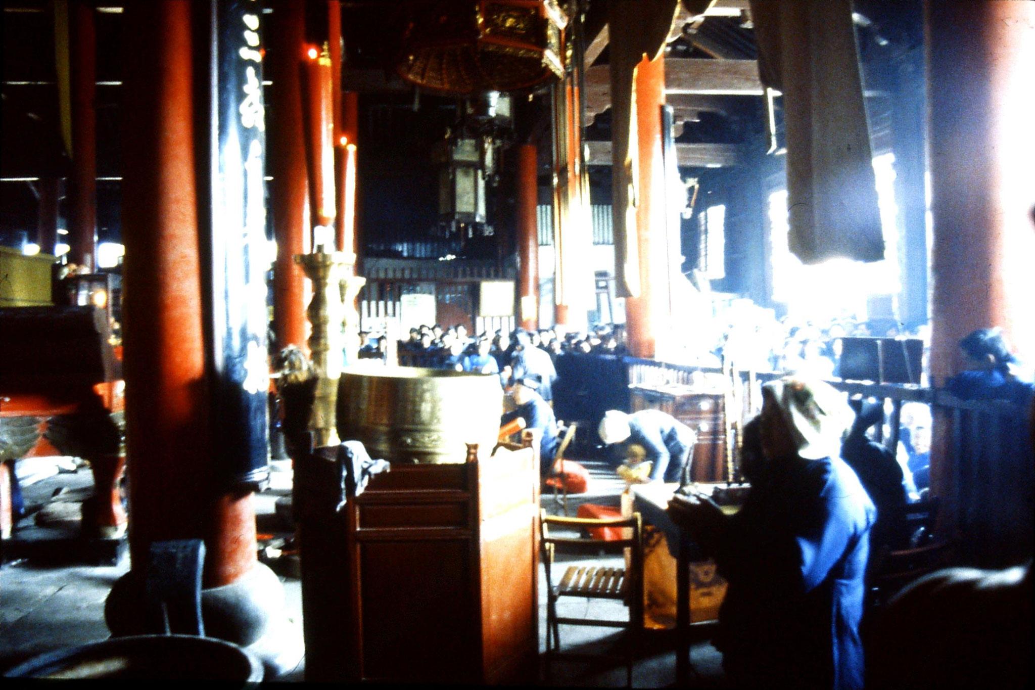 22/3/1989: 0: Suzhou: inside Wuanmiao Si temple