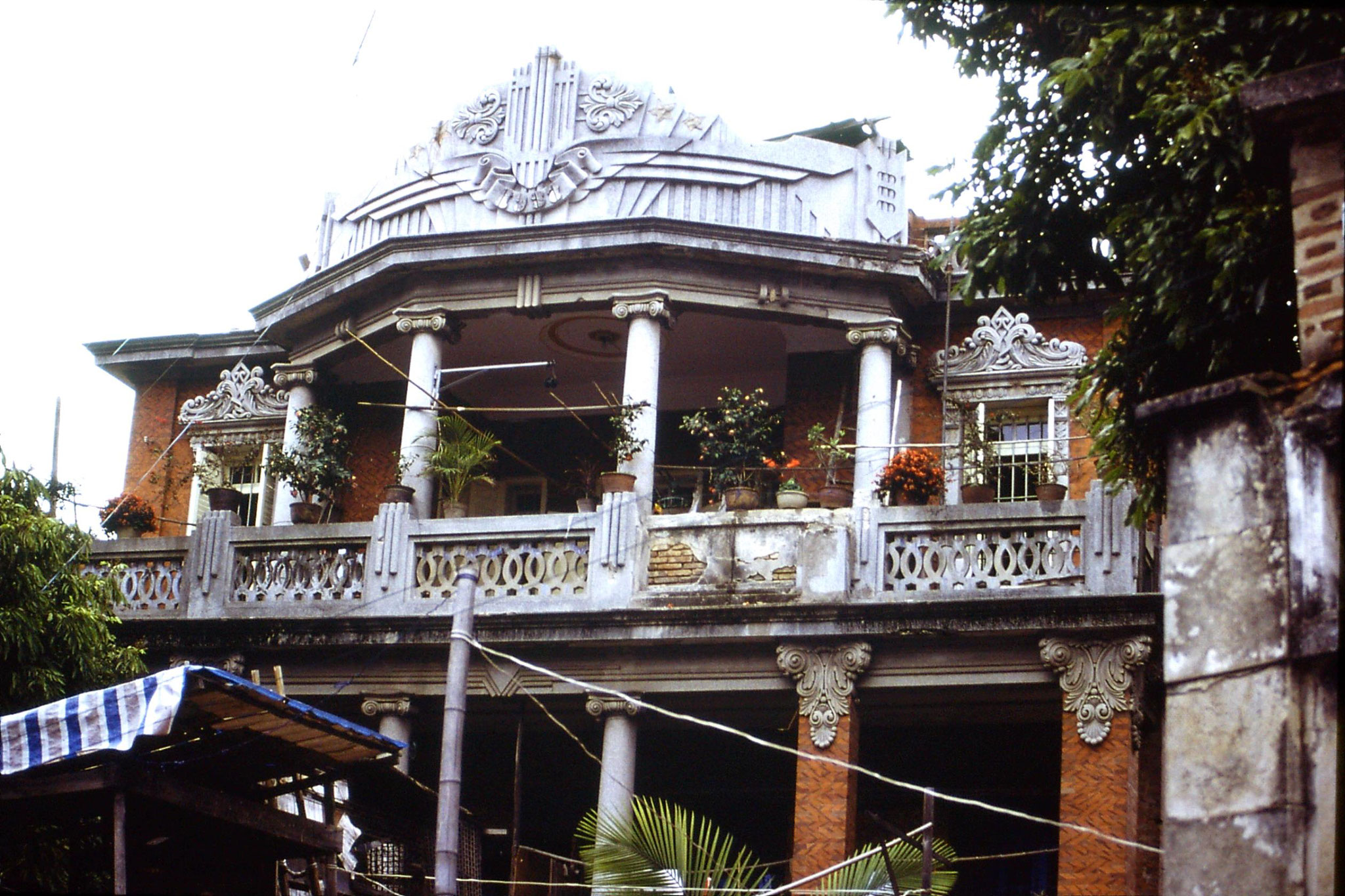 30/3/1989: 15: mansion at Gulanggu