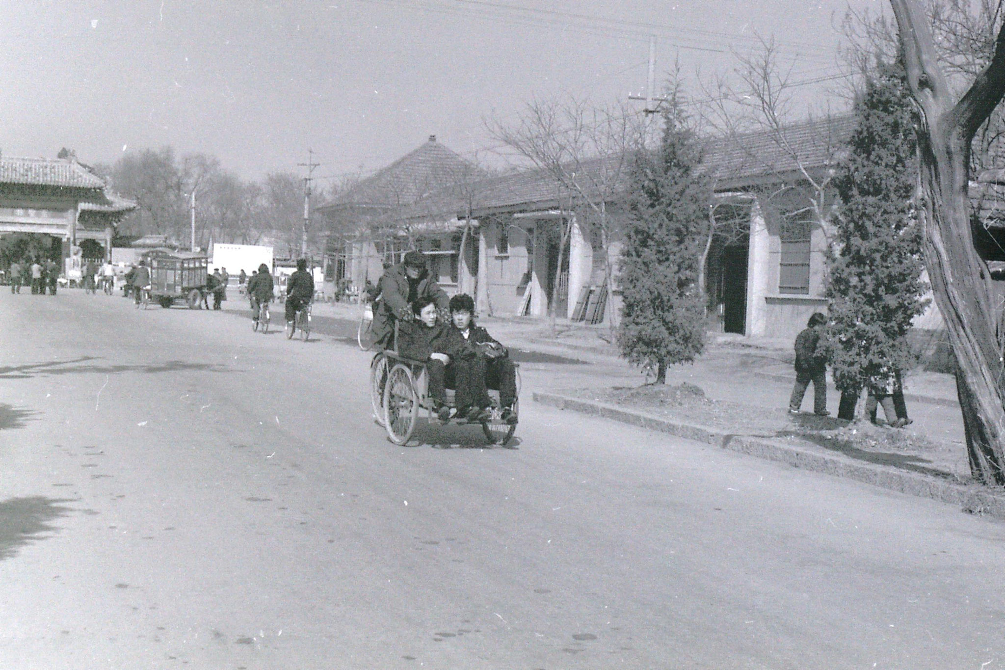 21/2/1989: 26: Qufu pedal rickshaw on way to Confuian forest