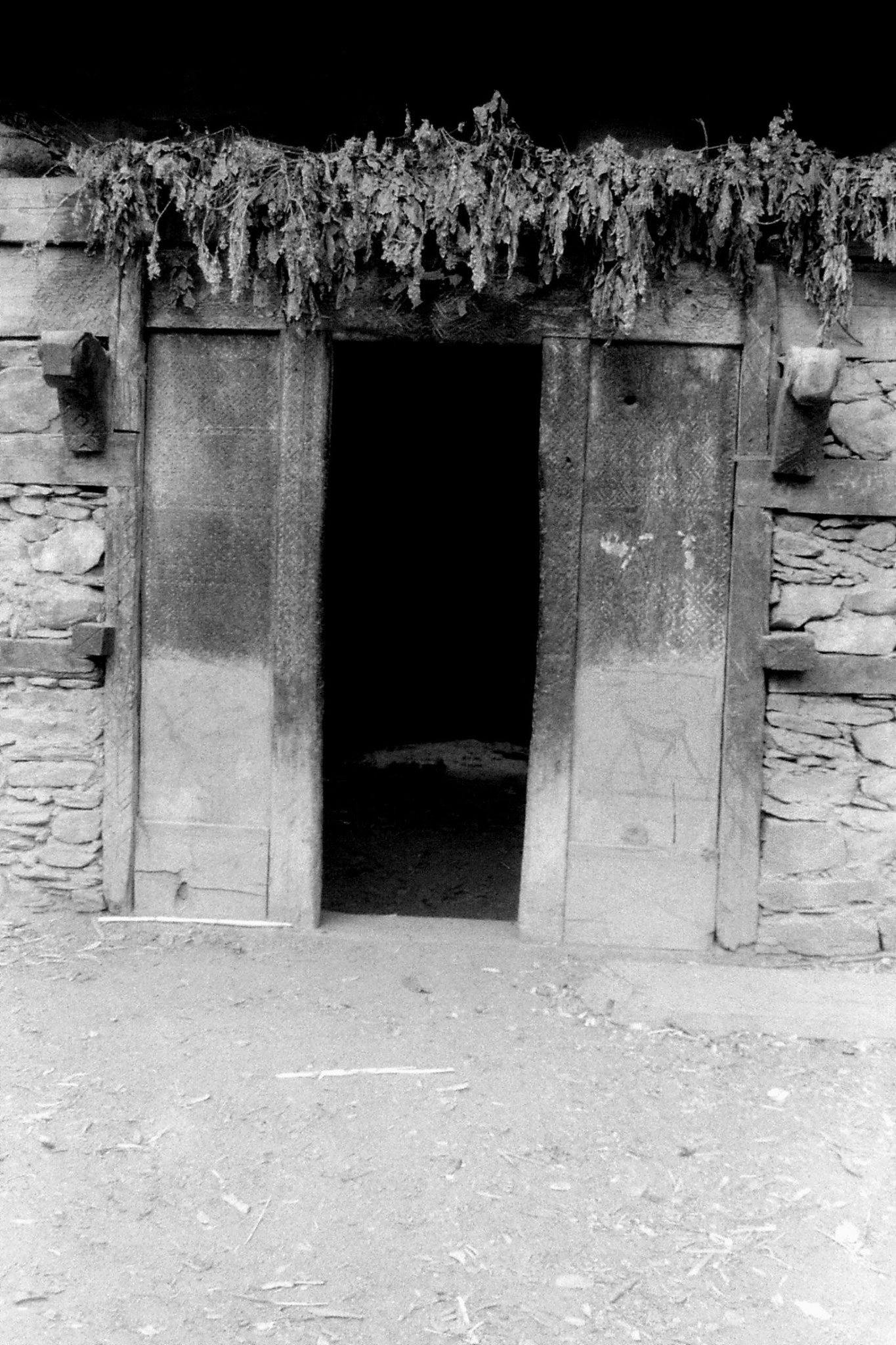 1/11/1989: 19: Kalash Valley, Bumburet, door of sacrifice hut