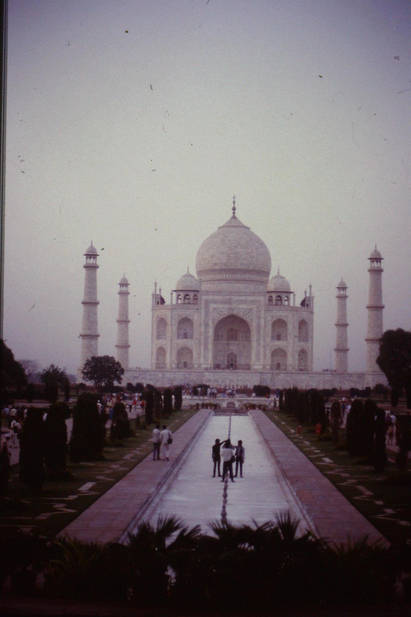 109/7: 30/3/1990 Taj