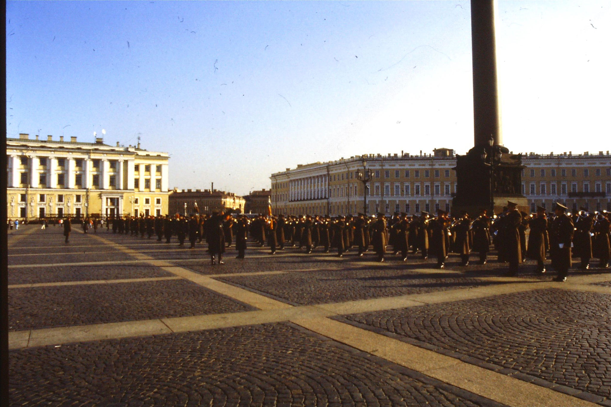13/10/1988: 18:  Leningrad band in front of Hermitage