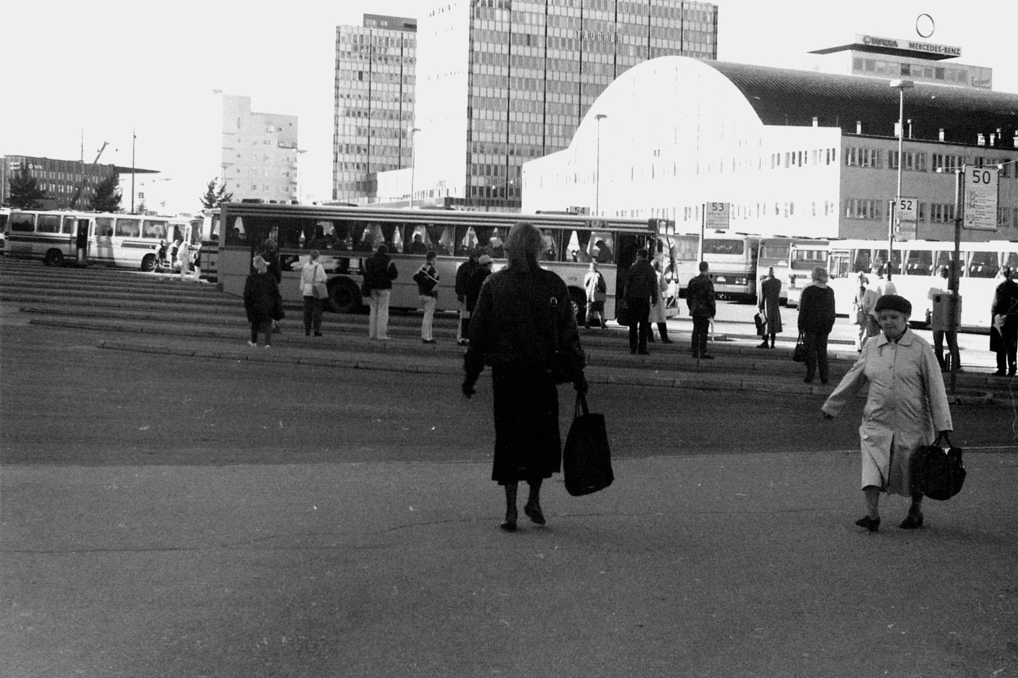 12/10/1988: 3: Helsinki bus station