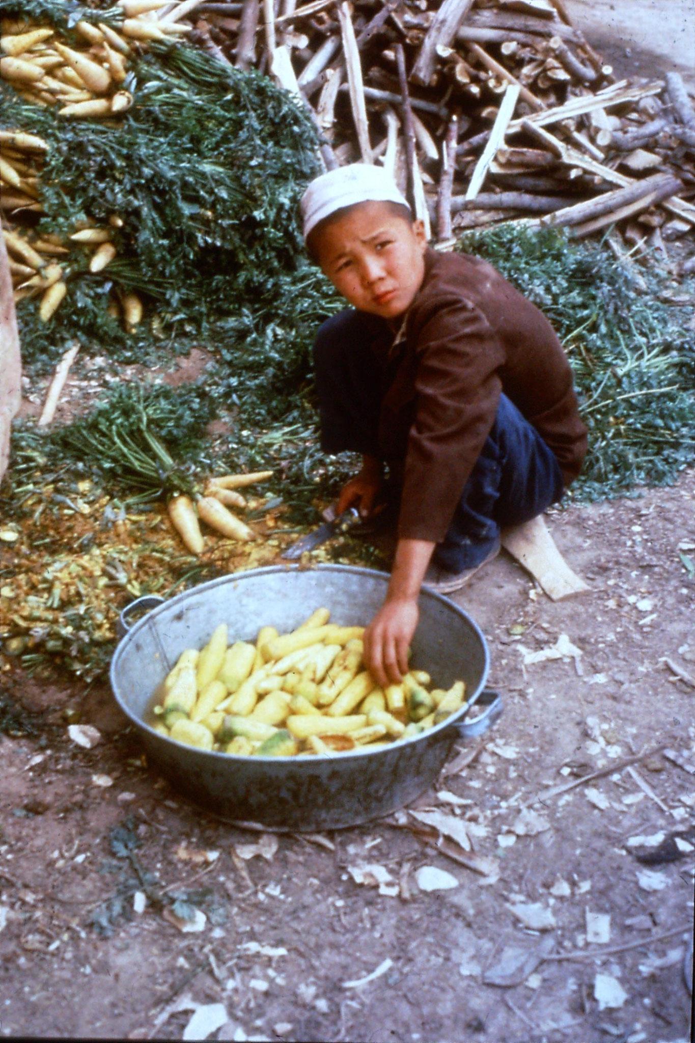 10/9/1989:16: Kashgar Sunday market