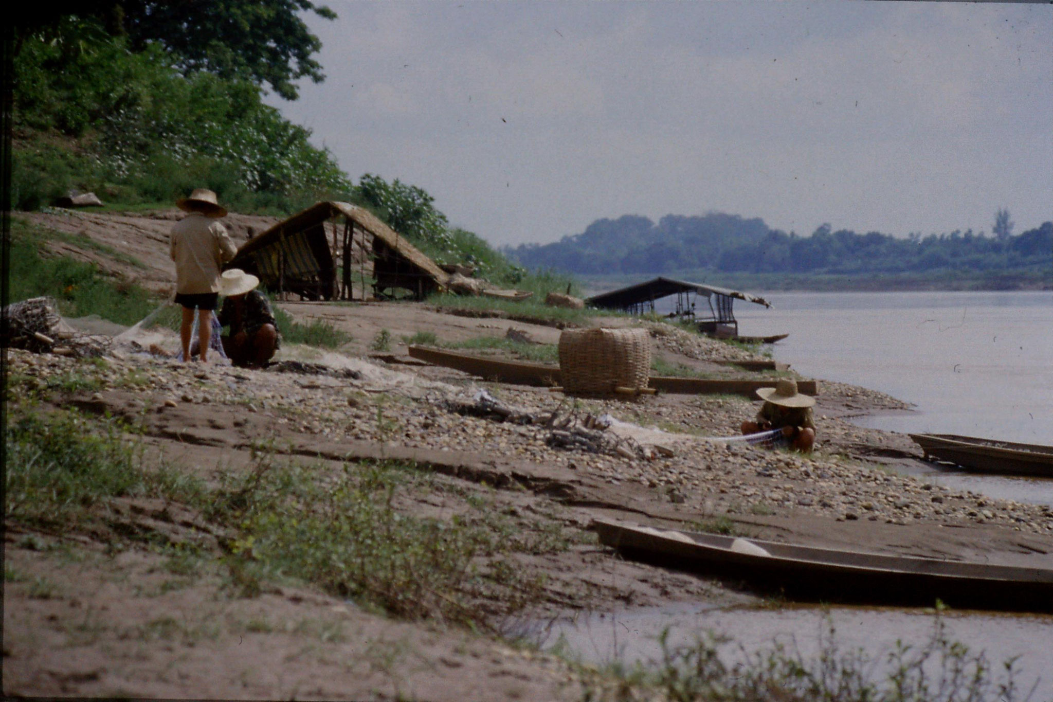 30/5/1990: 25: east of Nong Khai, Mekong river