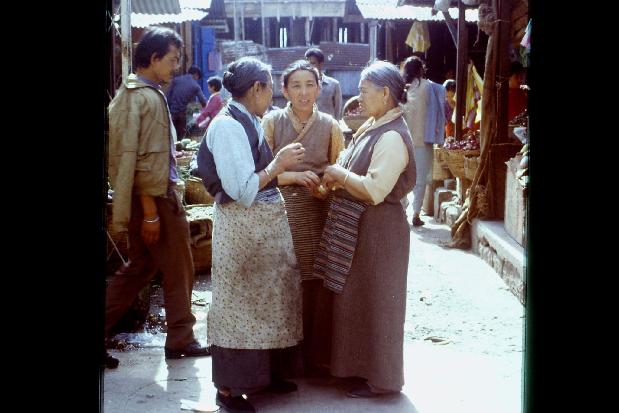 115/8: 22/4/1990 Gangtok - Lal Market