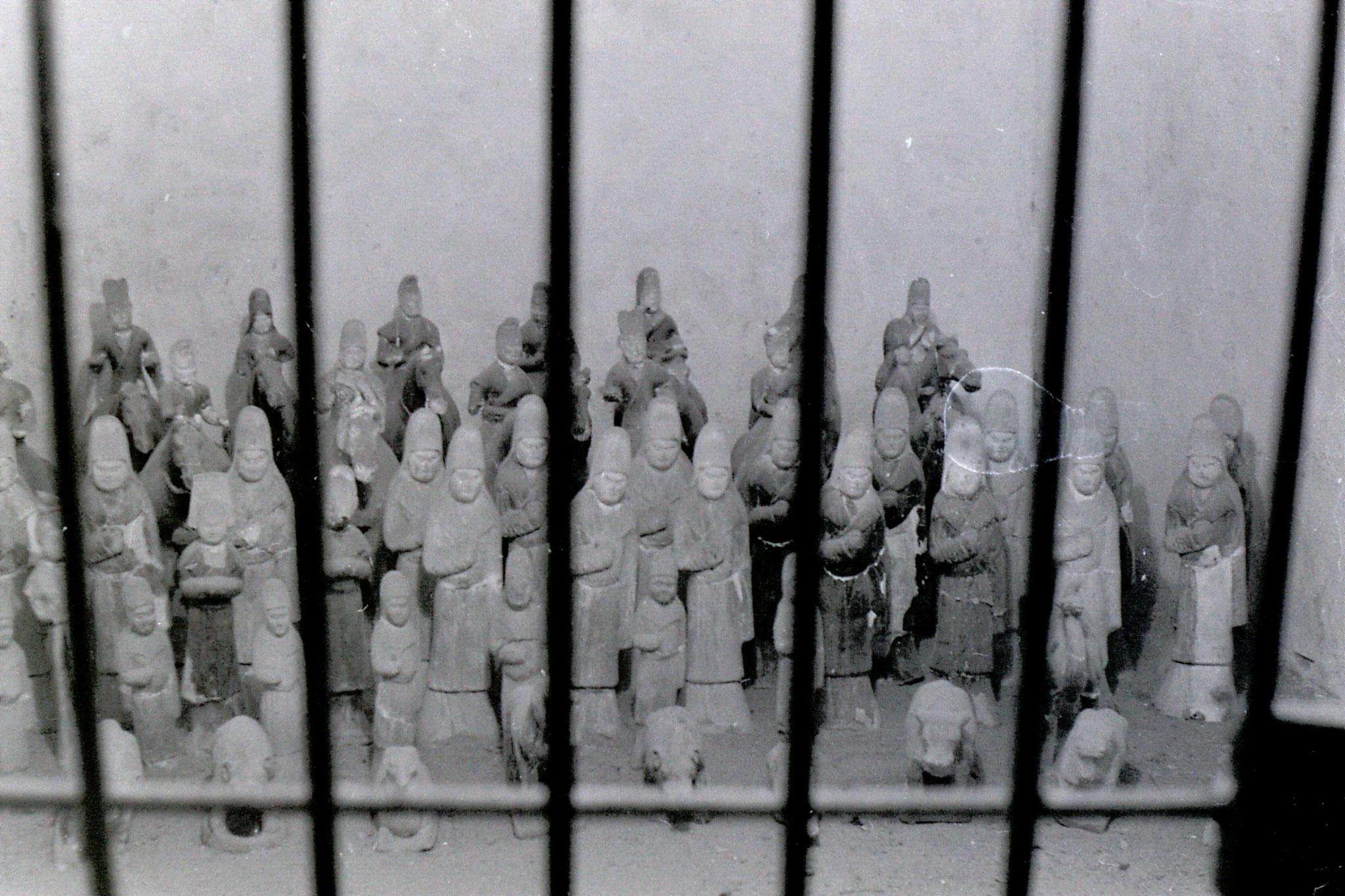 7/3/1989: 24: Xianyang Zhang tomb figures