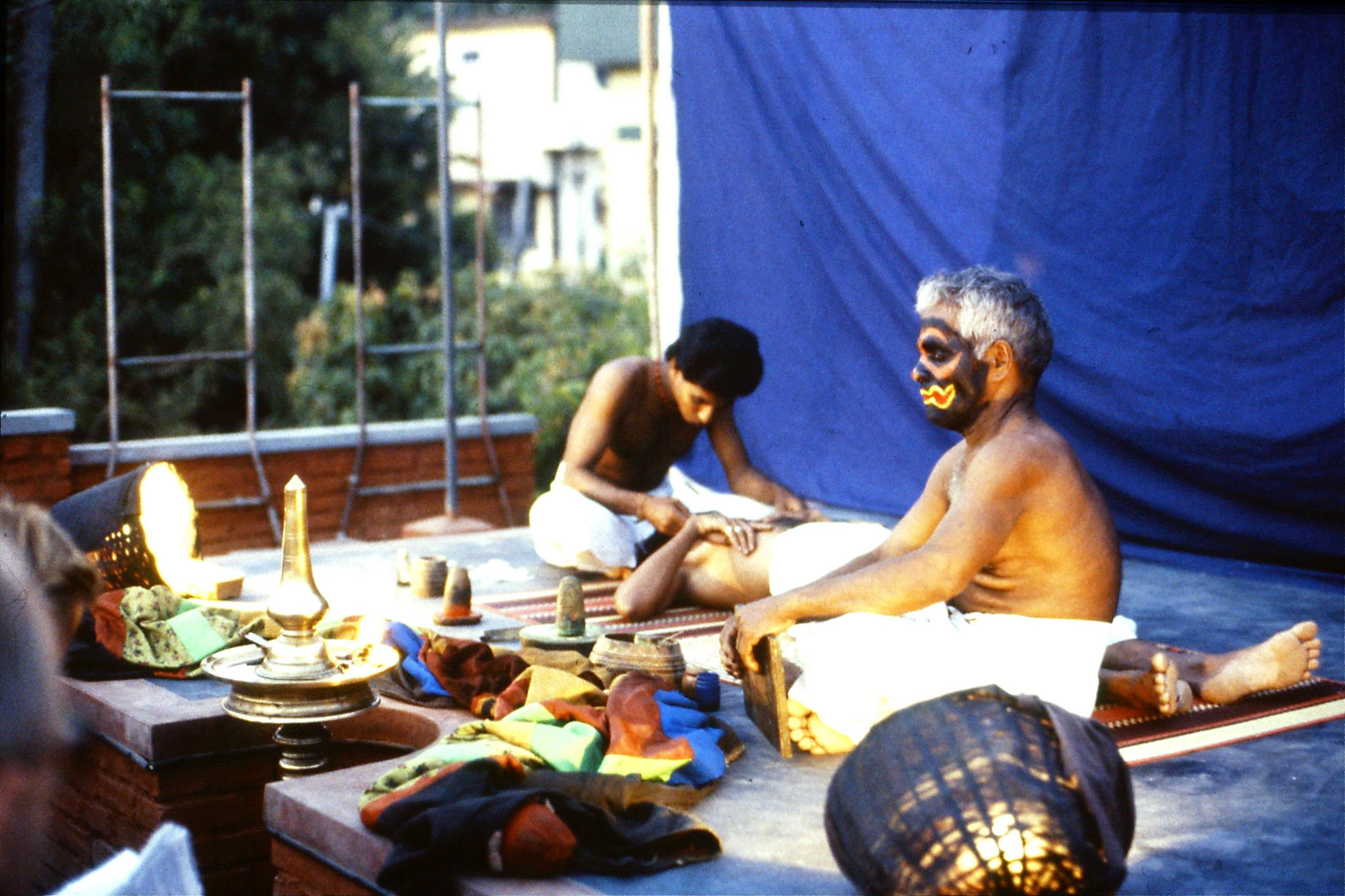 106/17: 24/2/1990 Erkunaculum - See India Foundation - Make up - Kathakali Dance