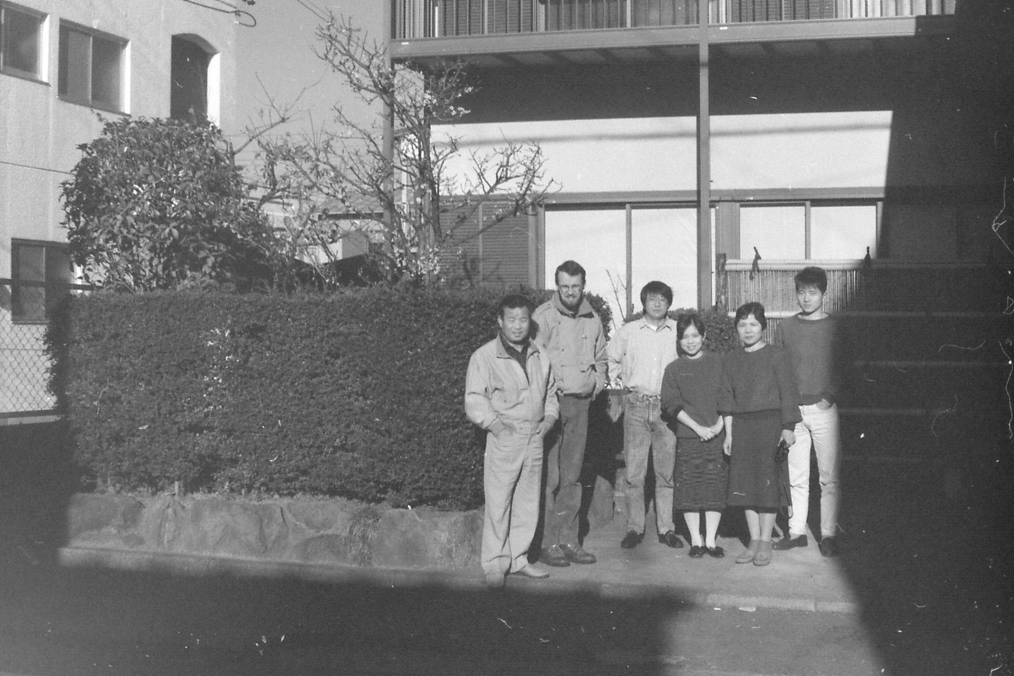 28/1/1989: 23:family in front of house