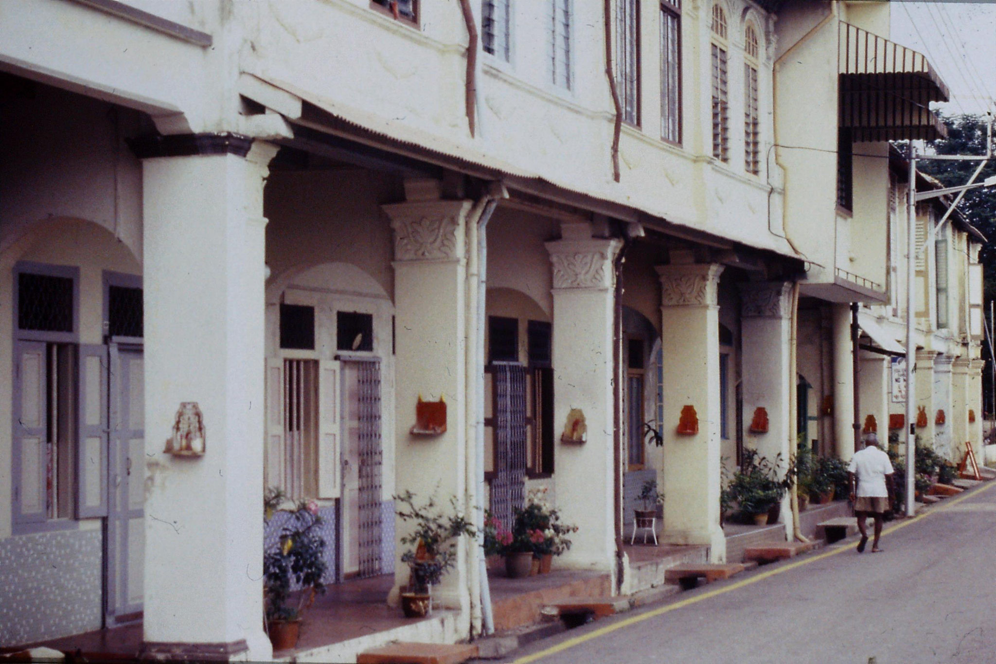 6/7/1990: Malacca houses with shrines