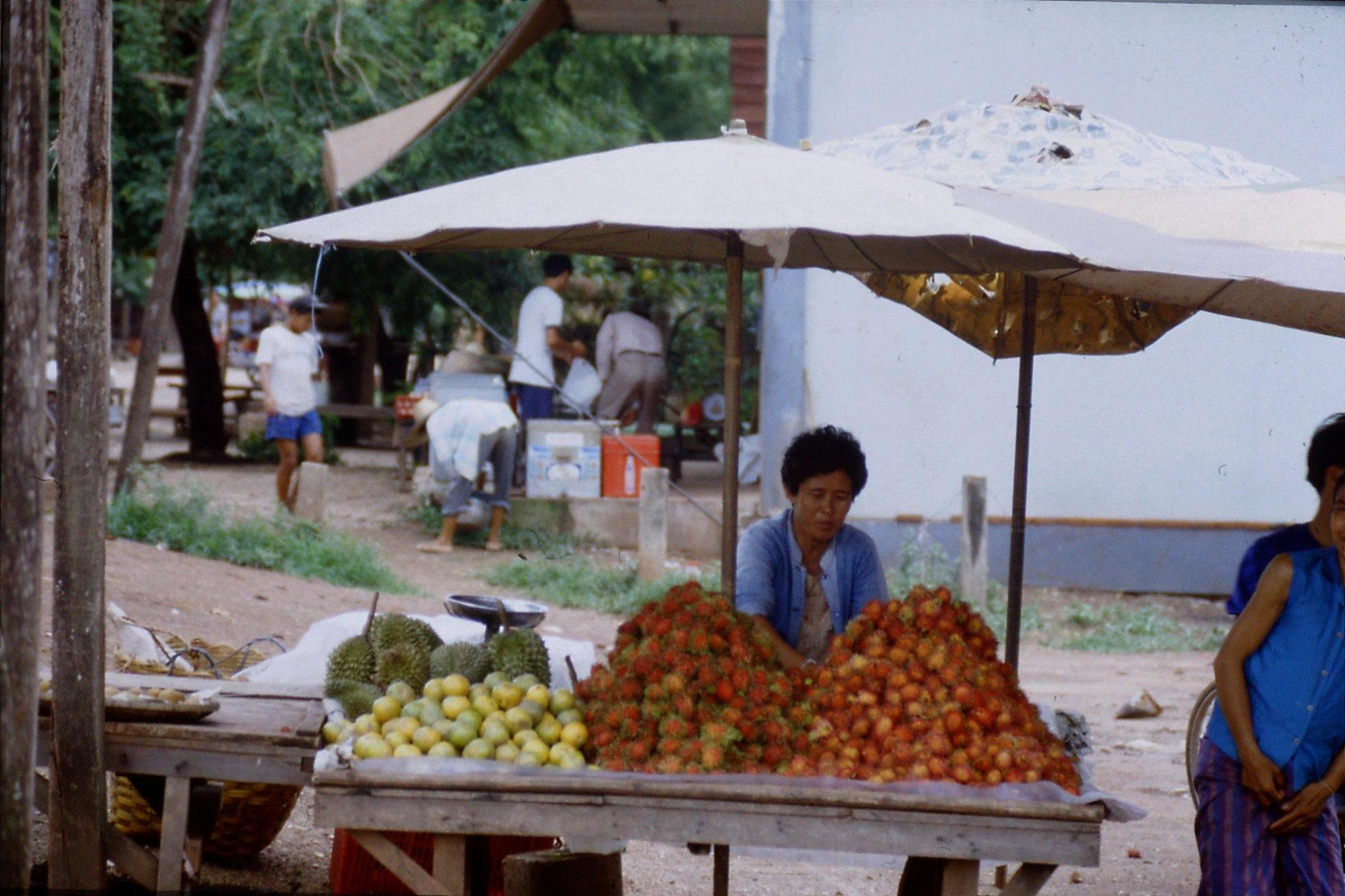 30/5/1990: 29: Nong Khai market
