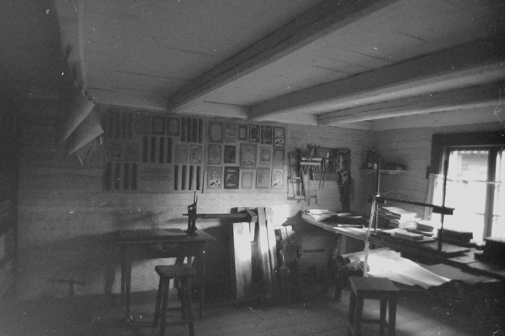7/10/1988:35: bookbinders at Turku folkmuseum
