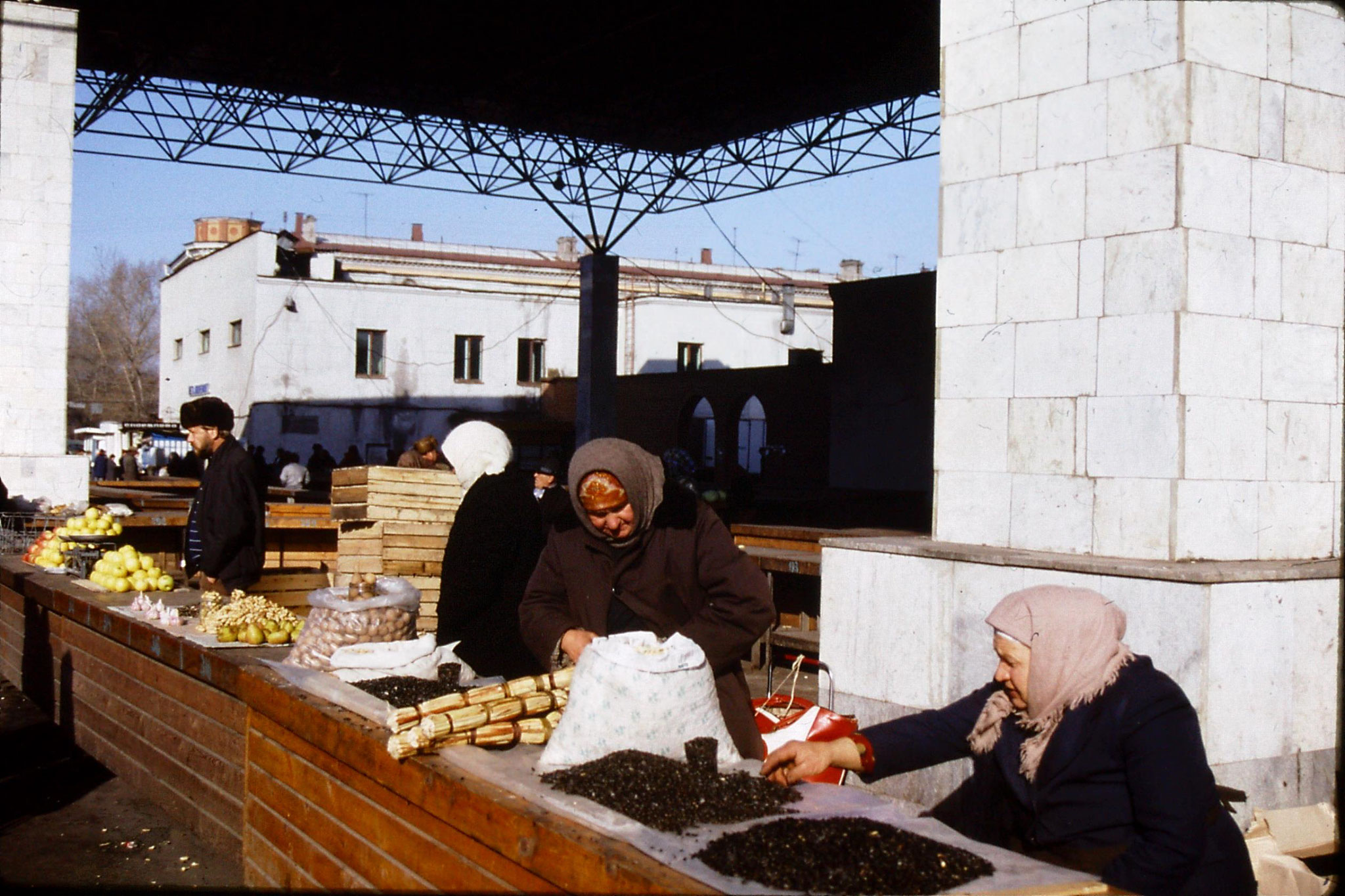 24/10/1988: 35: Irkutsk vegetable market
