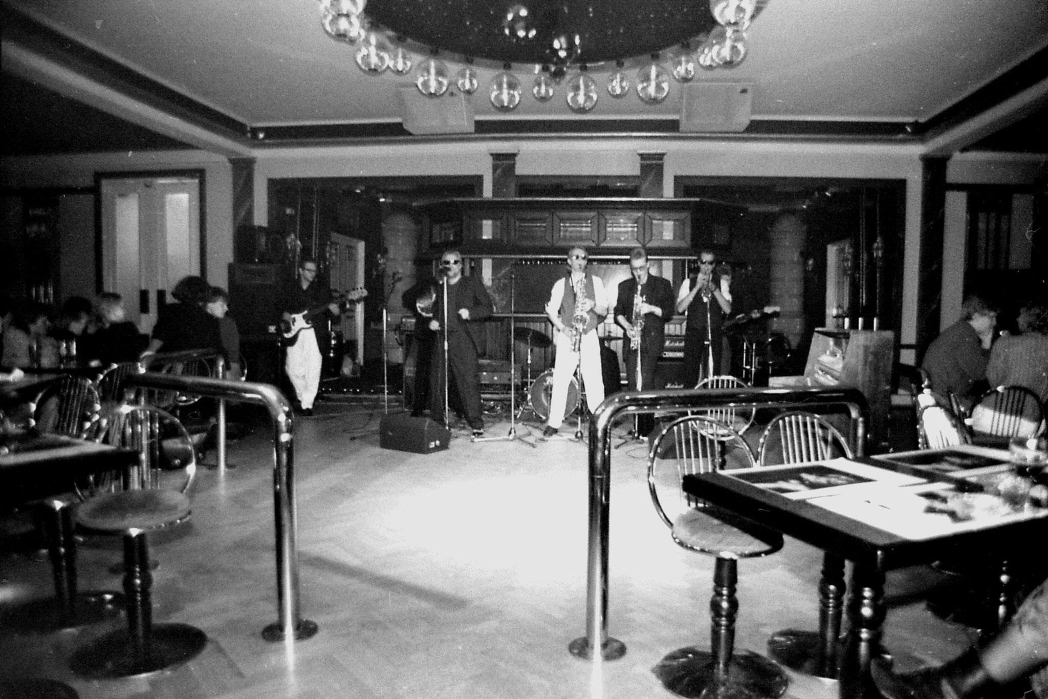 11/10/1988: 1: band at Helsinki Univ. Music Depart. party
