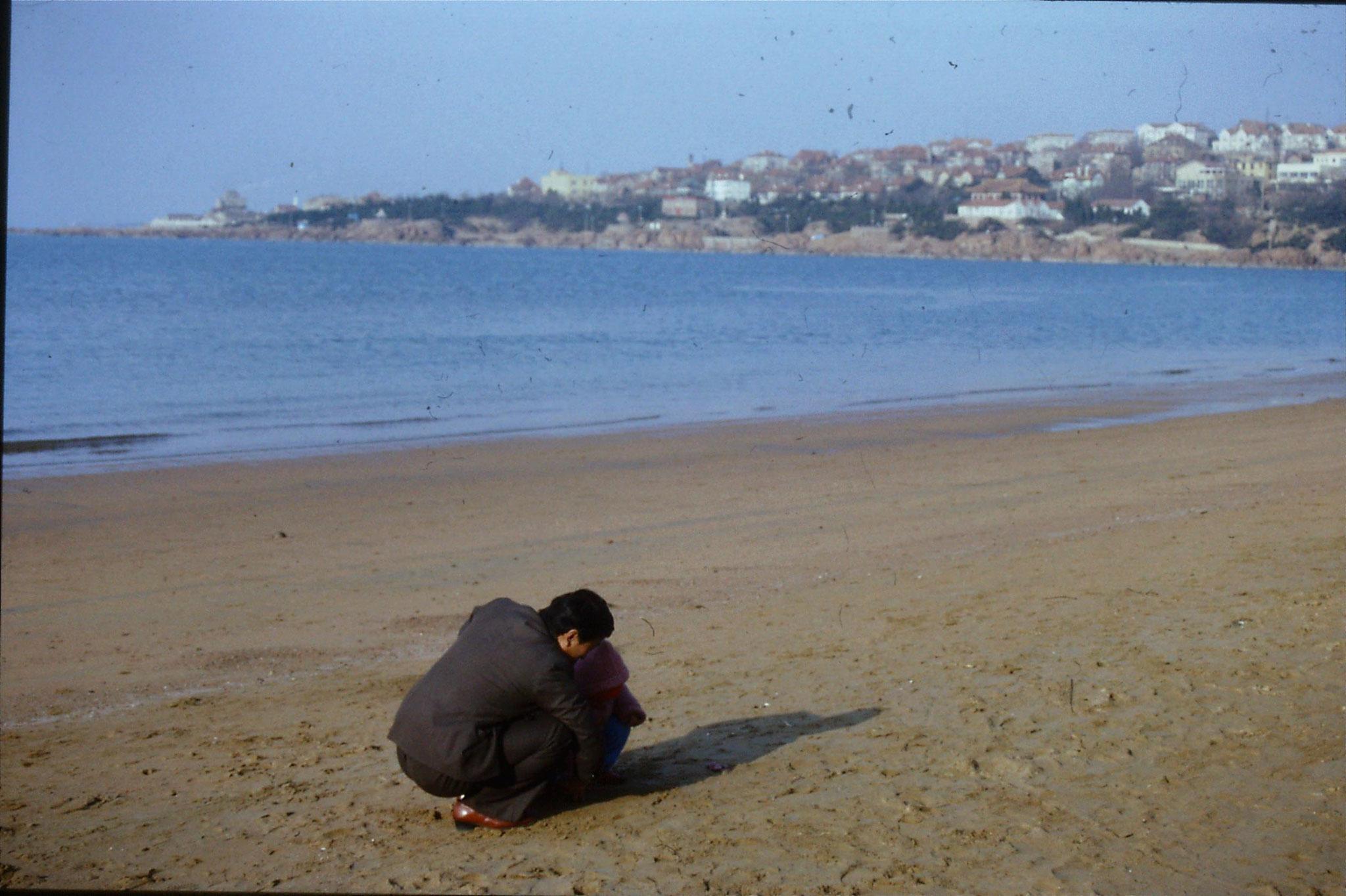 14/2/1989: 3: Qingdao beach