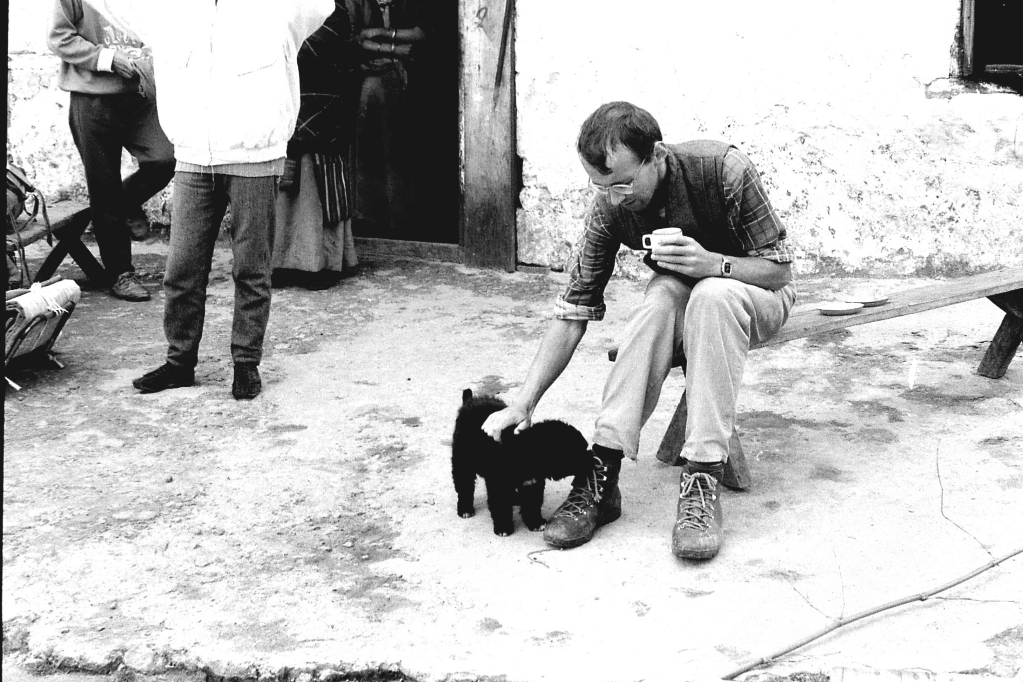 5/5/1990: 12: Kal Pokhri R with 'fierce' Tibetan dog
