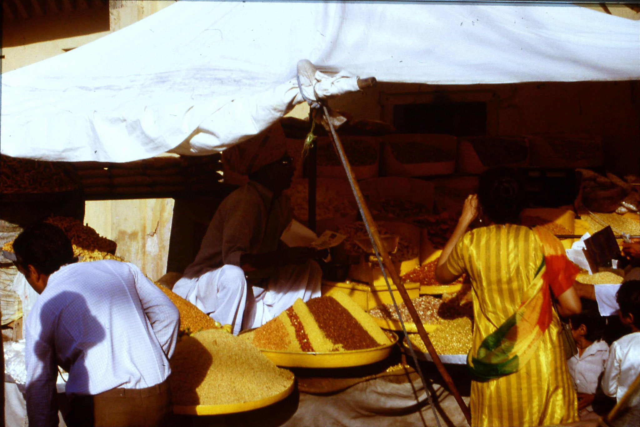 109/22: 3/4/1990 Jaipur/Amber - sweet stall