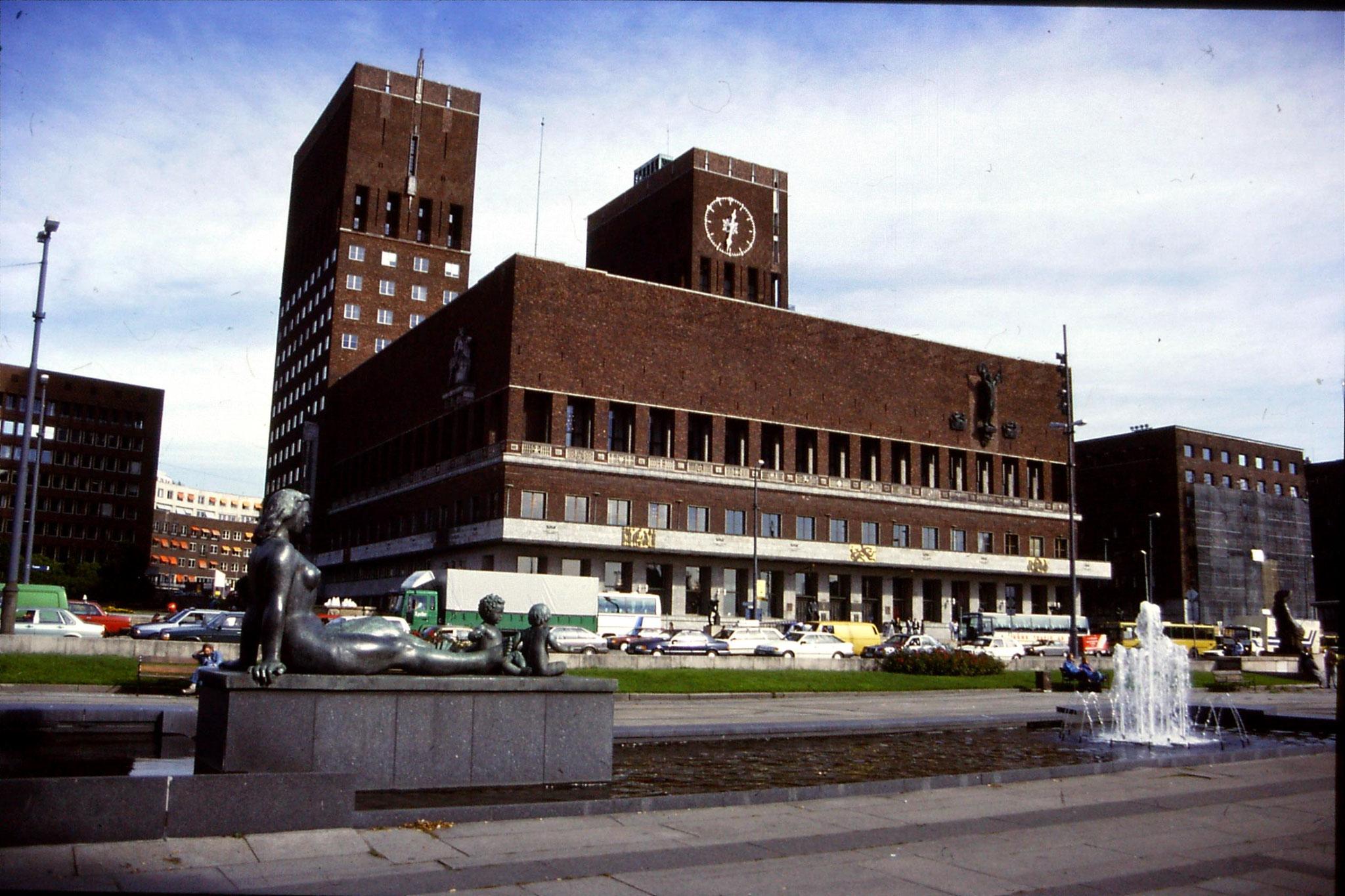 16/9/1988: 8: Oslo City Hall