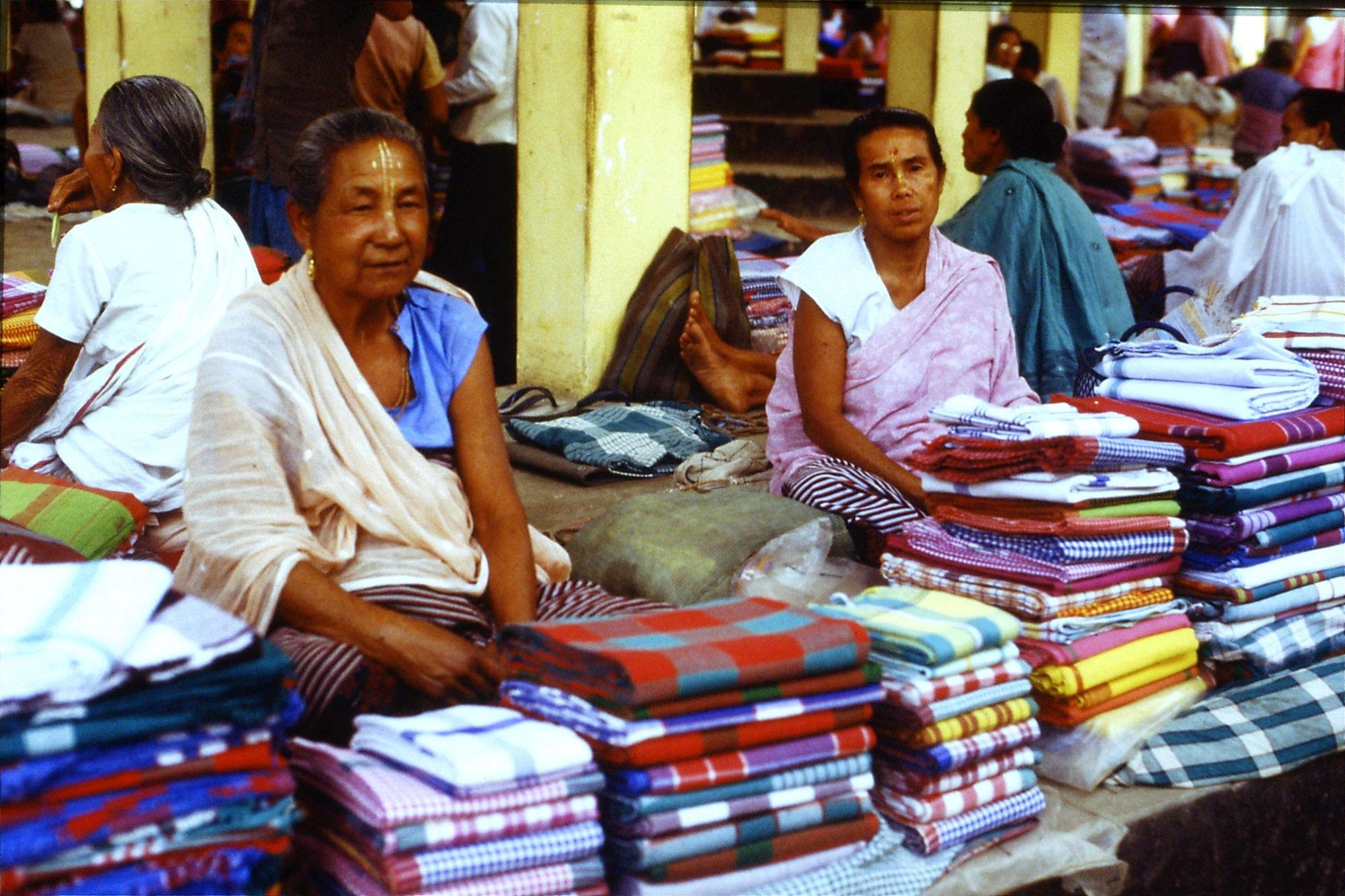 113/27: 17/4 Imphal women's market