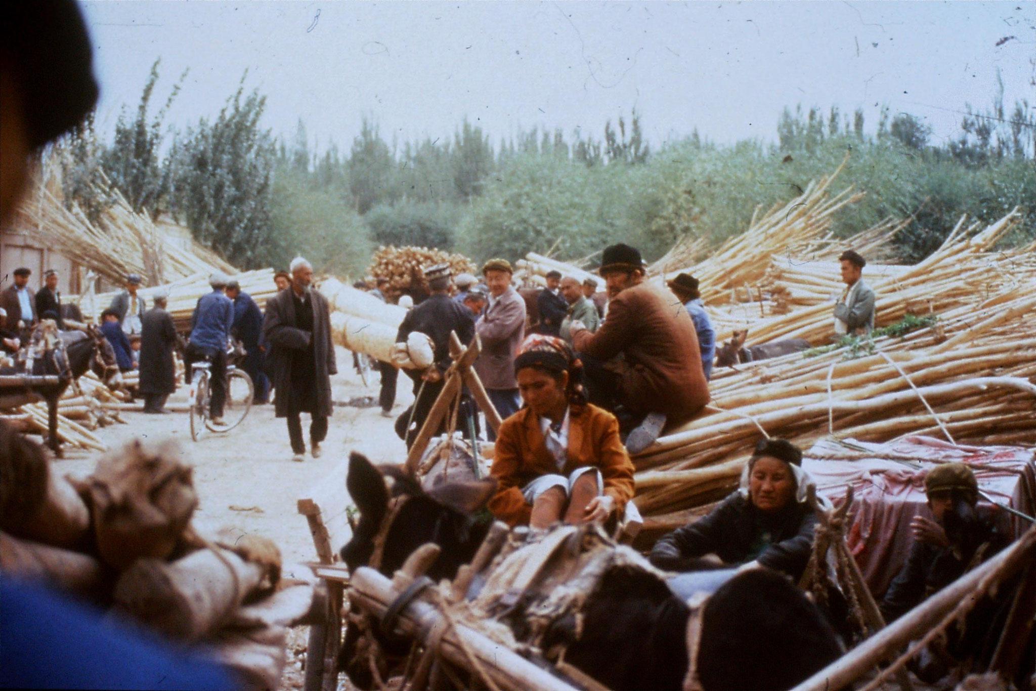 10/9/1989:15: Kashgar Sunday market