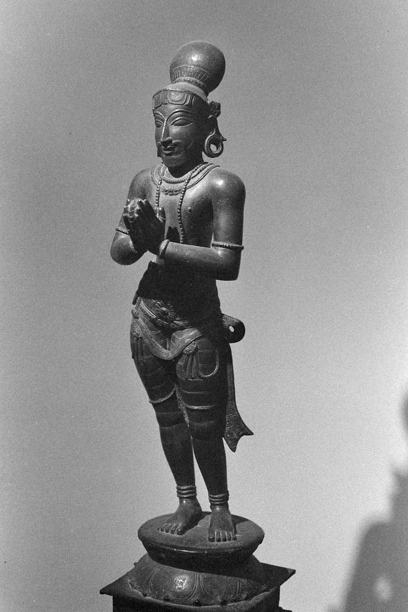 26/11/1989: 26: National Museum, devotee
