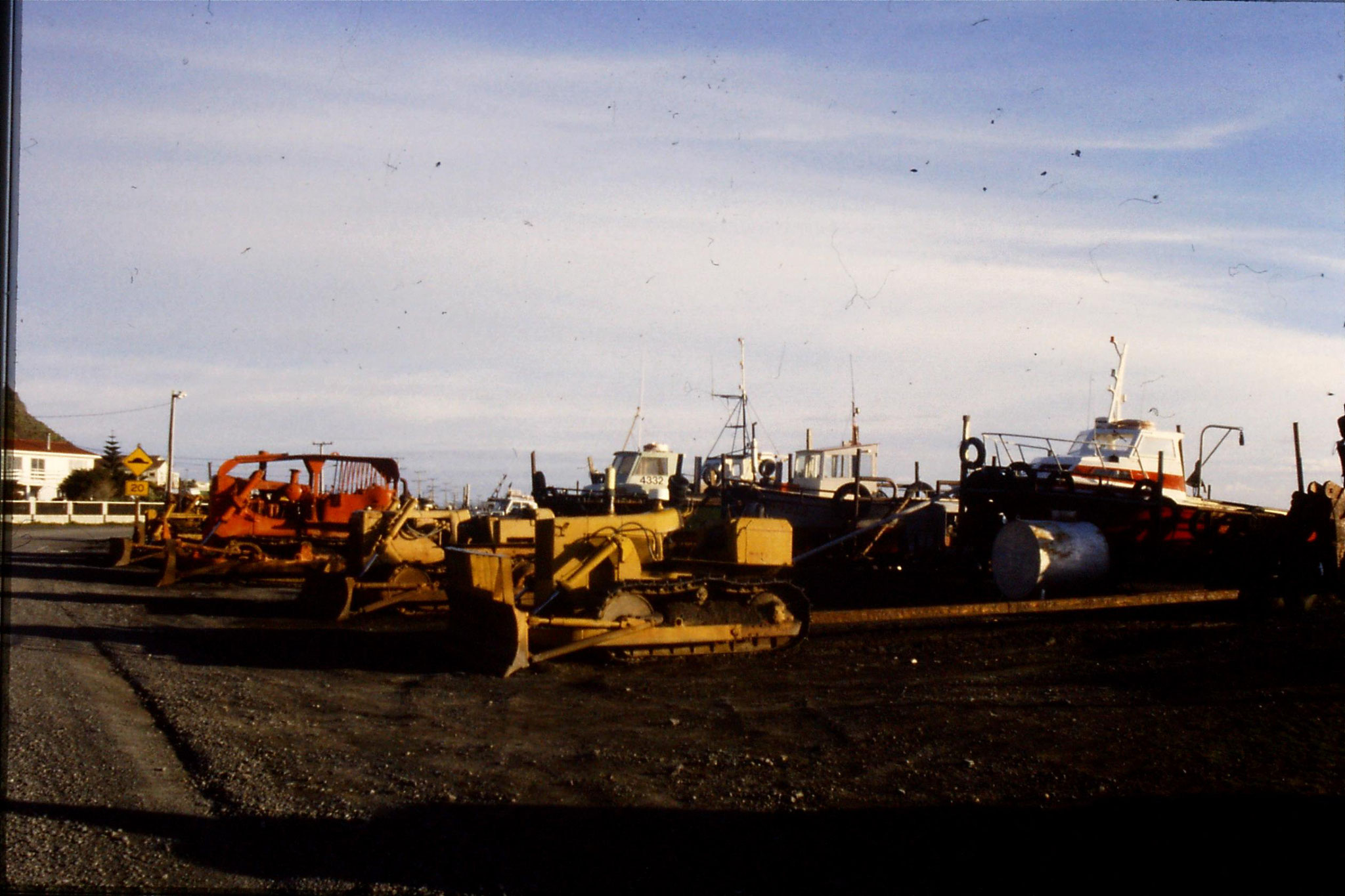 26/8/1990: 15:  Ngawihi, caterpillar tractors for pulling boats up beach