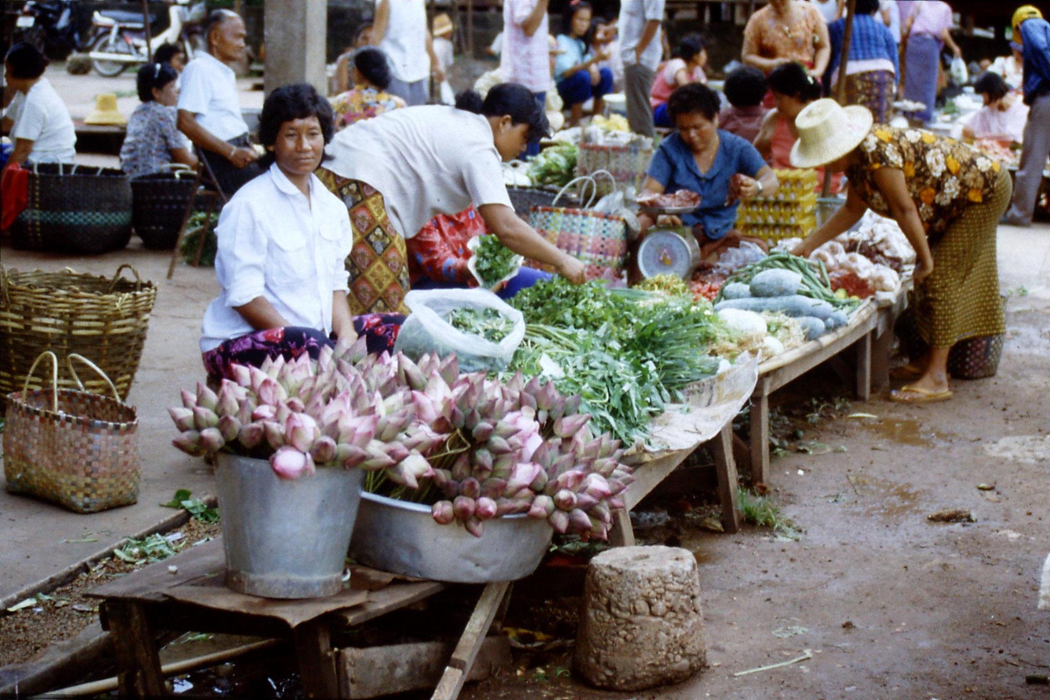 30/5/1990: 30: Nong Khai market