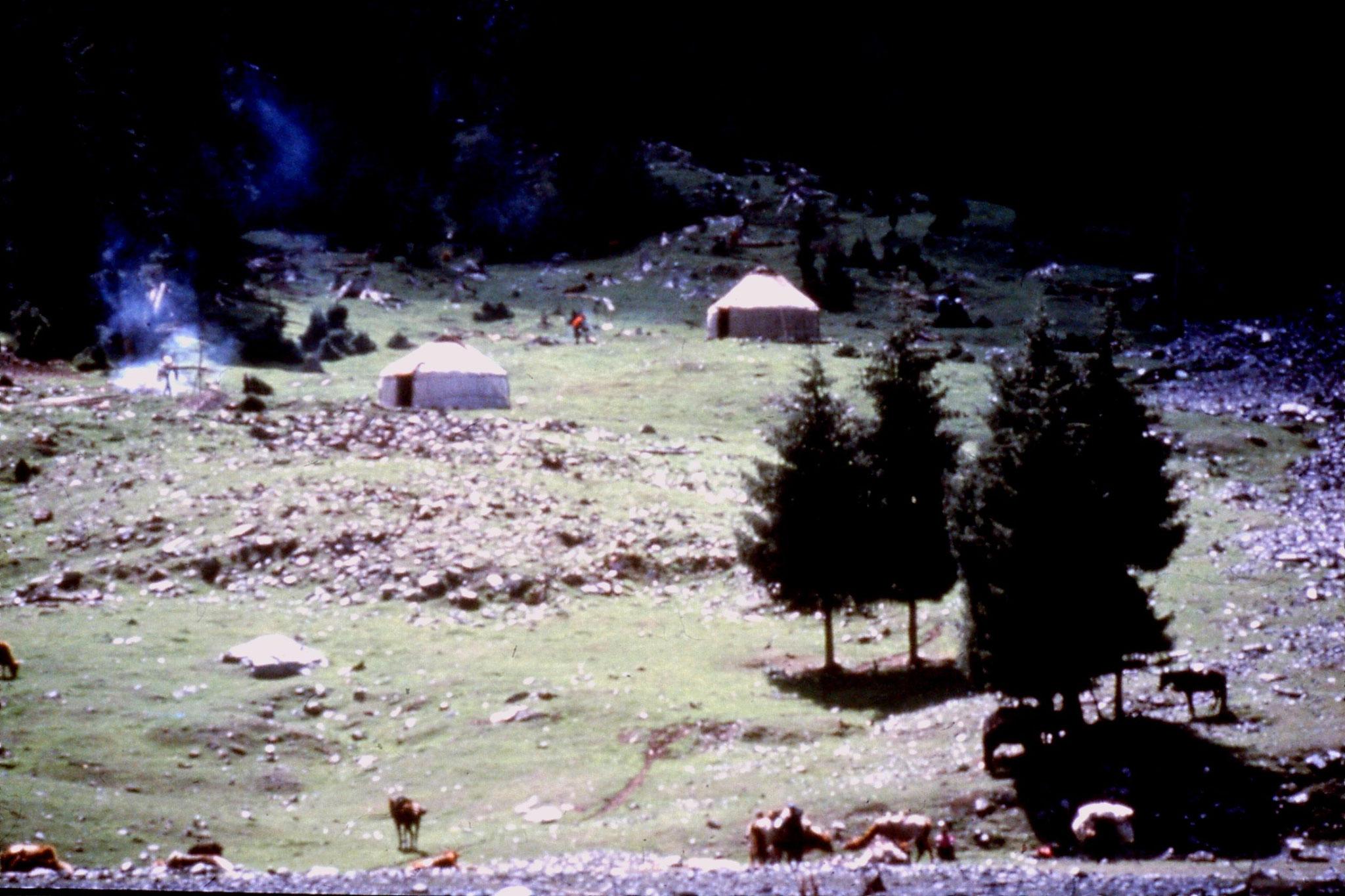 31/8/1989:3: Lake Tianchi Kazakh hamlet