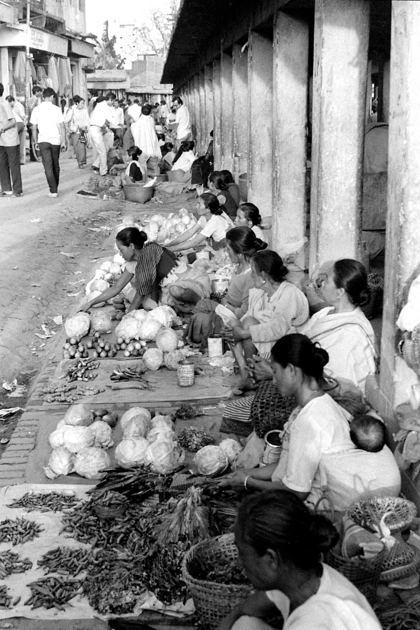 17/4/1990: 14: Imphal women's market