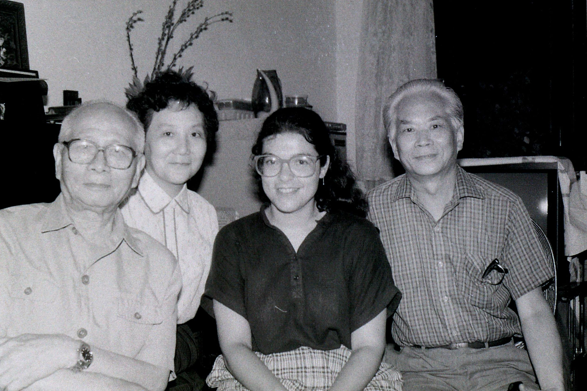2/7/1989: 6: Shanghai, Lin family appartment, Betty, John, Robert, Rachel and Professor Ma