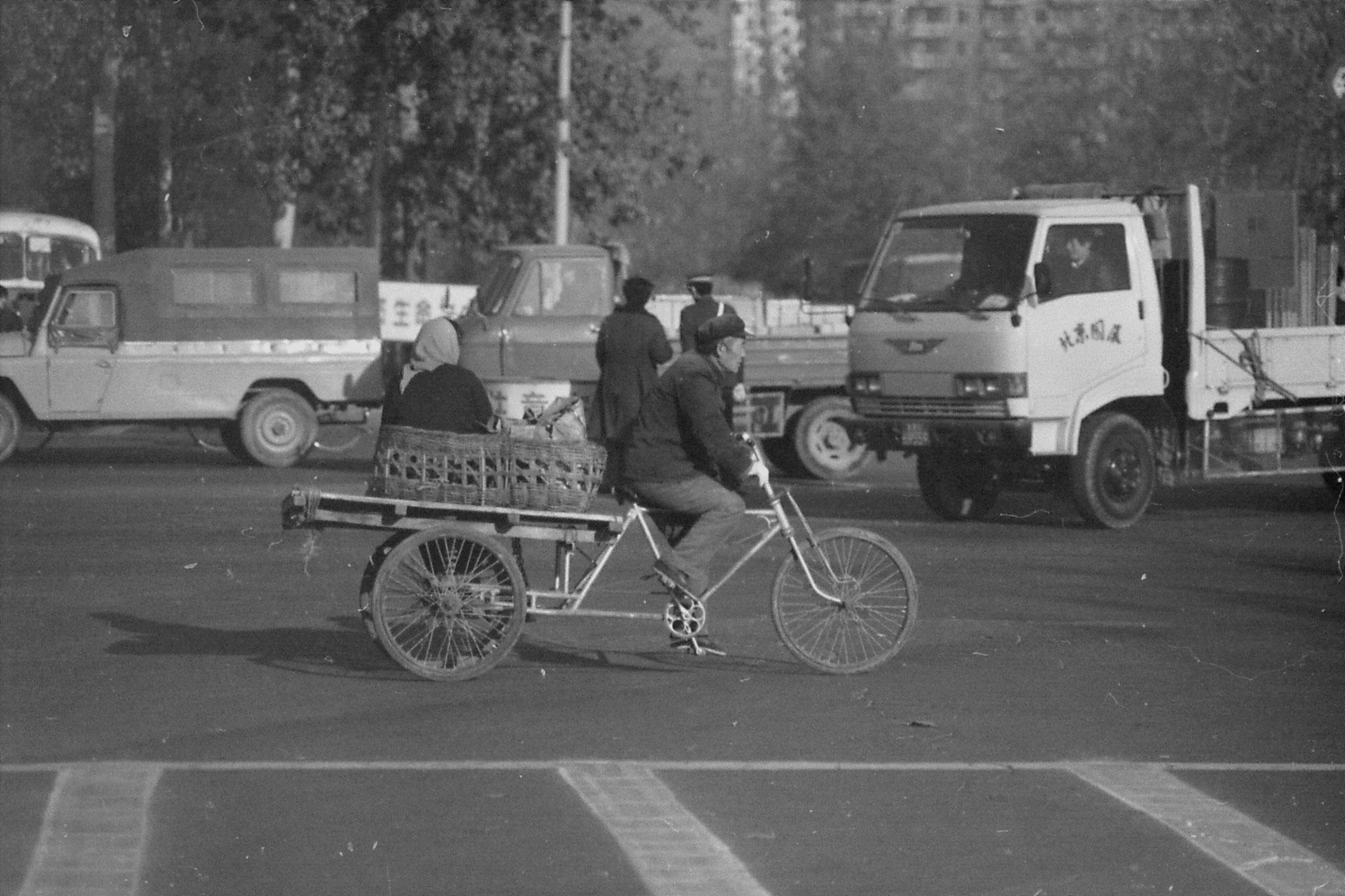 23/11/1988: 7: street scenes outside Friendship Hotel