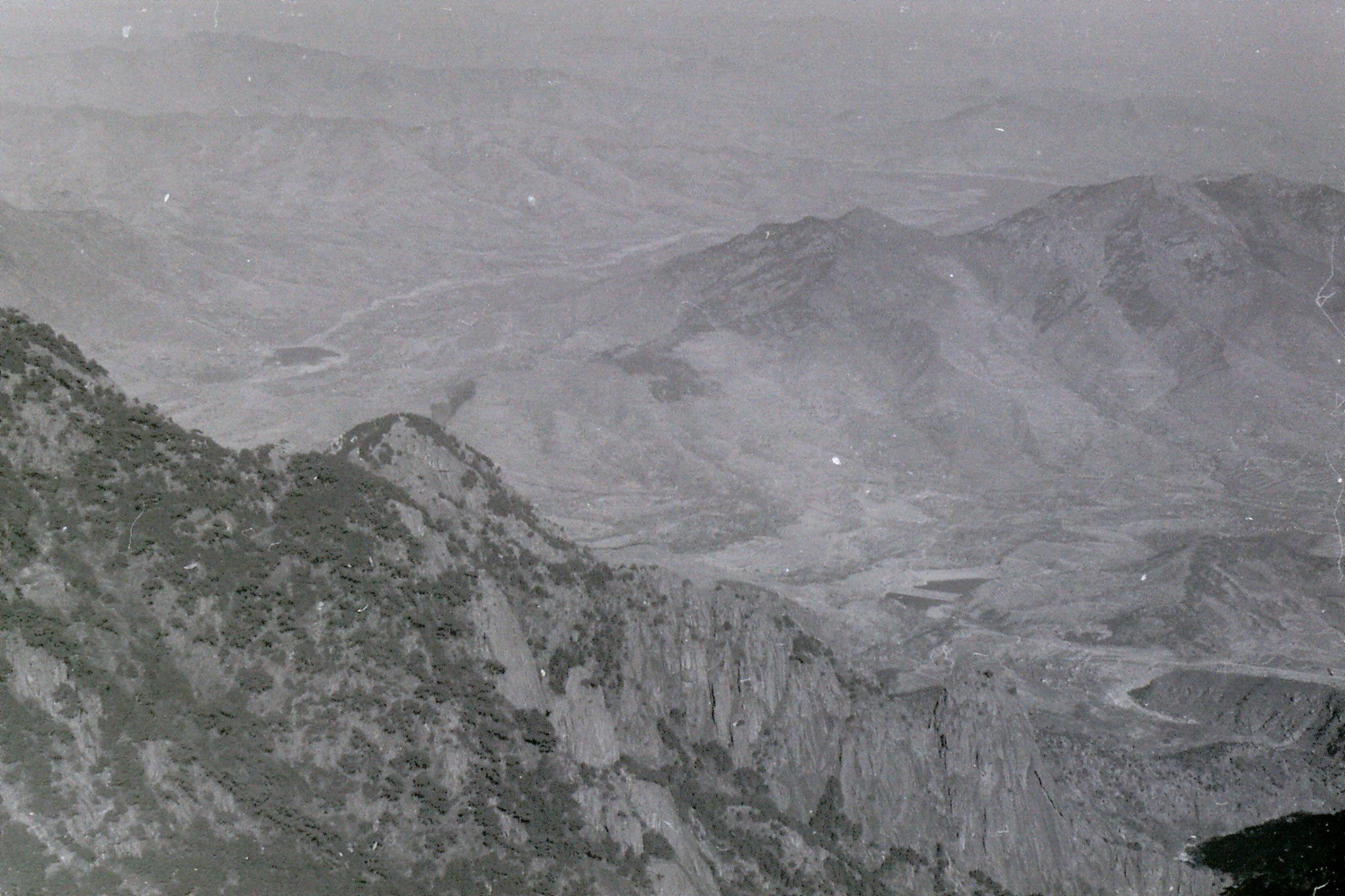 18/2/1989: 19: Taishan: view east from the top