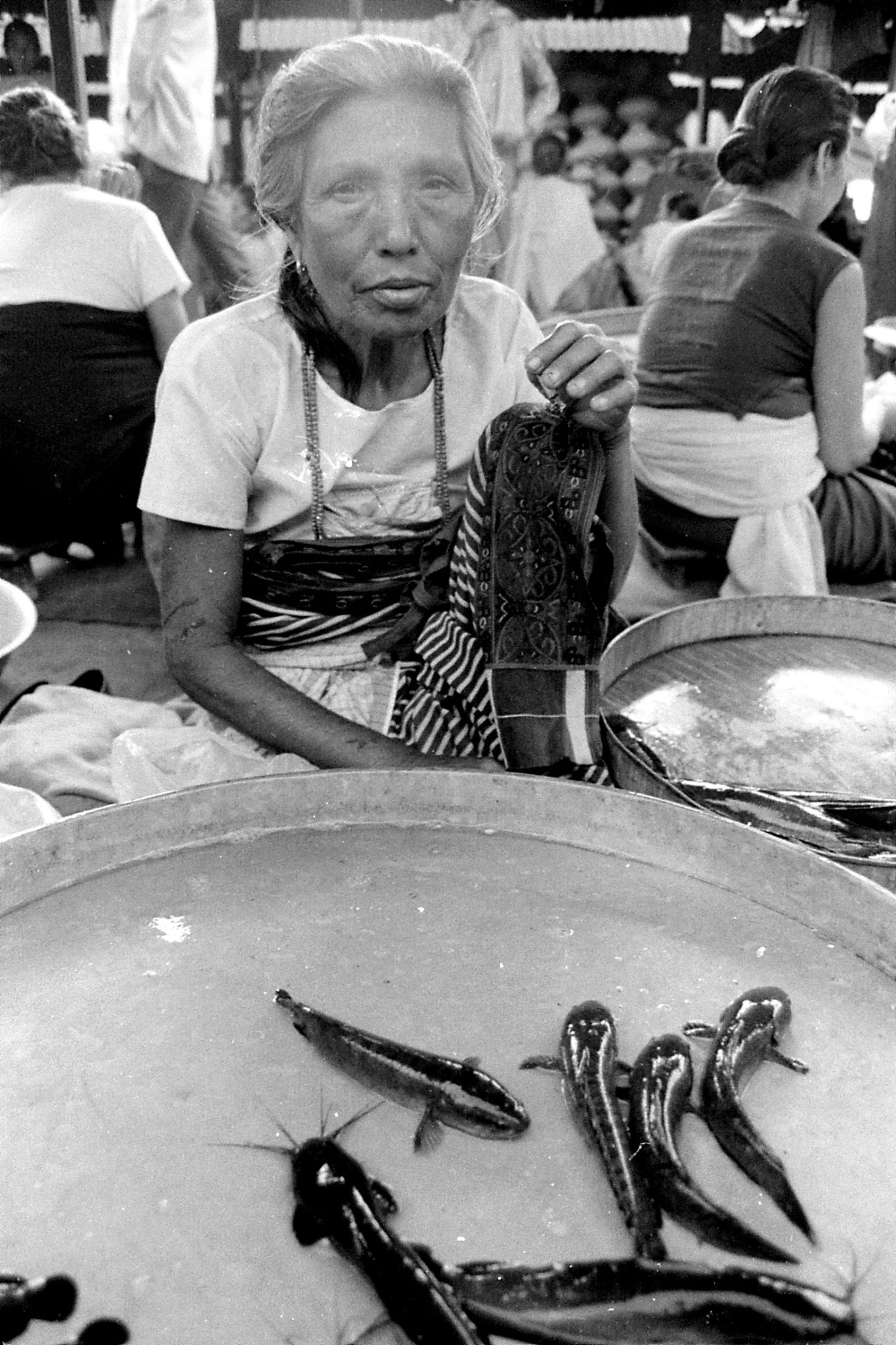17/4/1990: 8: Imphal women's market
