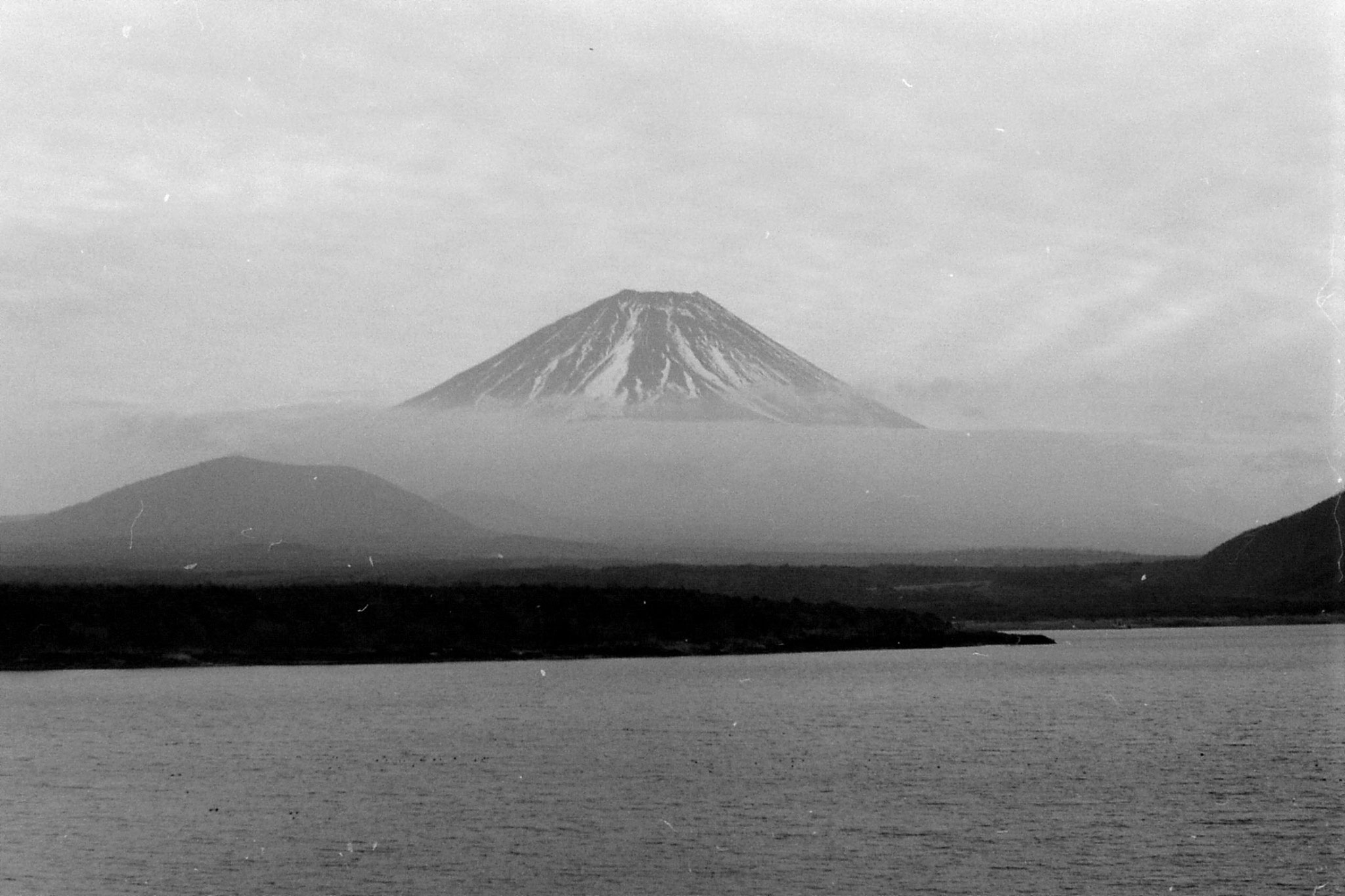 31/12/1988: 21: Fuji and Lake Motosuko
