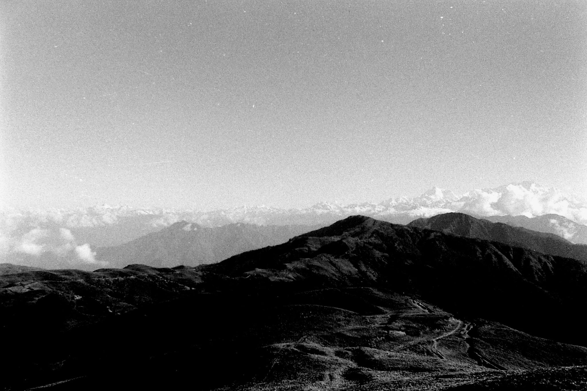 8/5/1990: 28: from Sabarkum, panorama Everest to Kanchenjunga