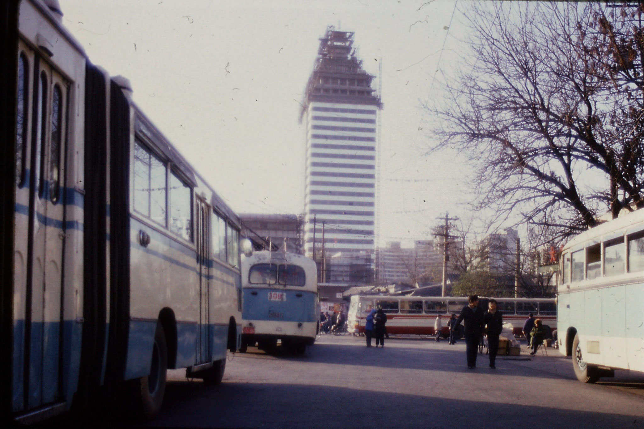 26/11/1988: 6: new construction oppostie China Photo