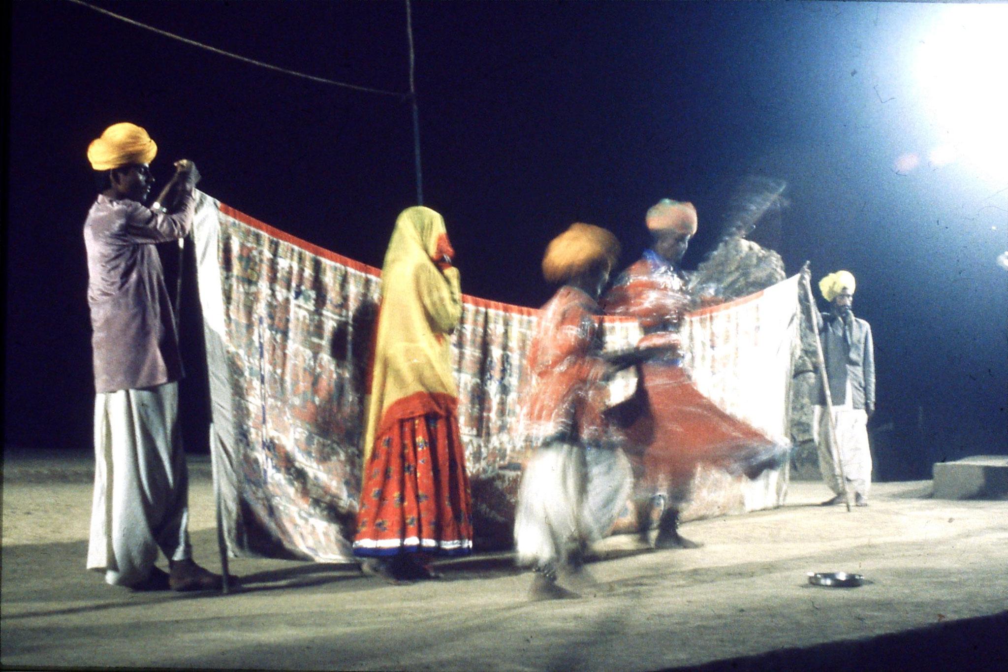 8/12/1989: 33: Udaipur Shilp Gram Craft Centre dancing