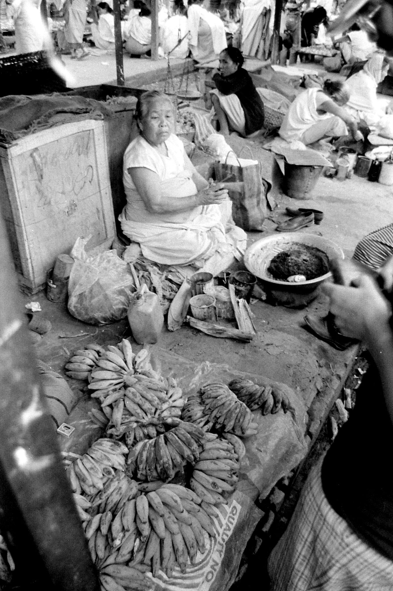 17/4/1990: 9: Imphal women's market