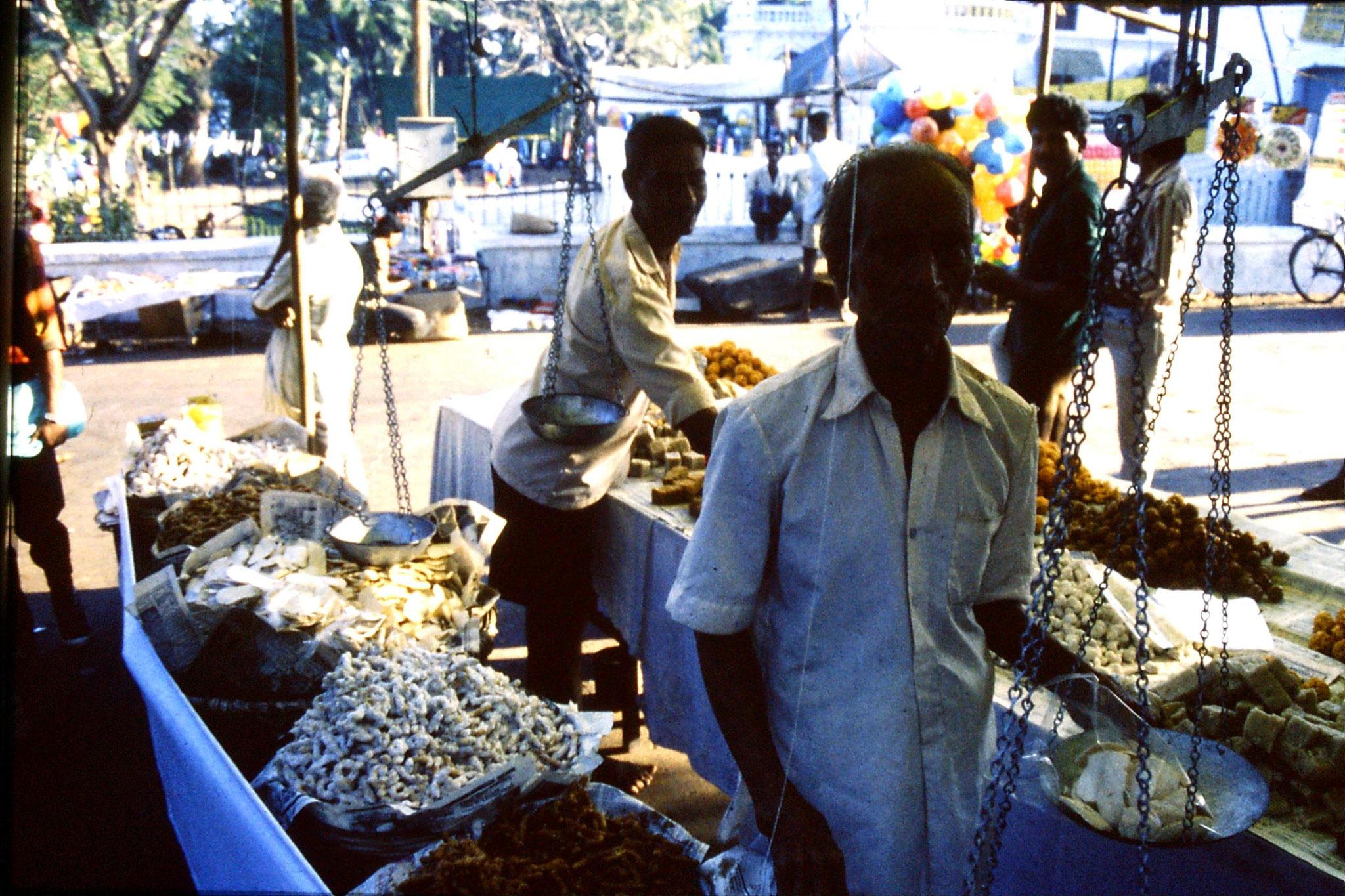 31/12/1989: 6:Goa Siolim church and market on festival day