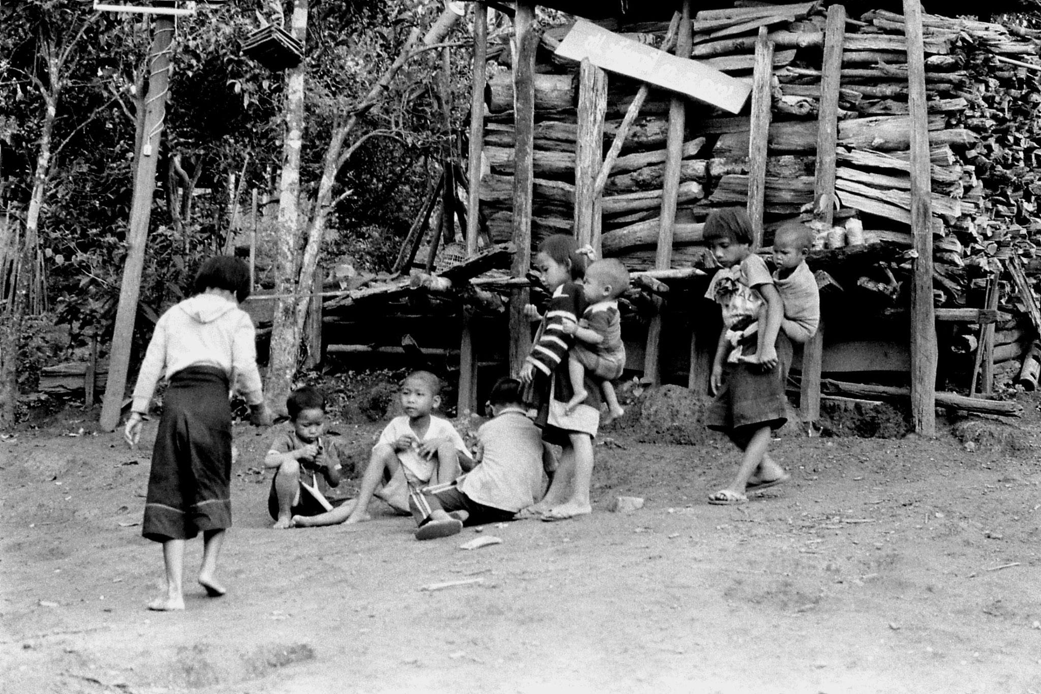 11/6/1990: 1: Trek, Lahu village