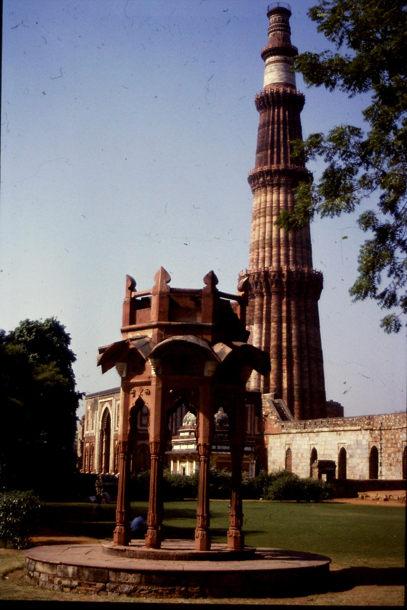 21/11/1989: 19: Delhi Qutab Minar tower