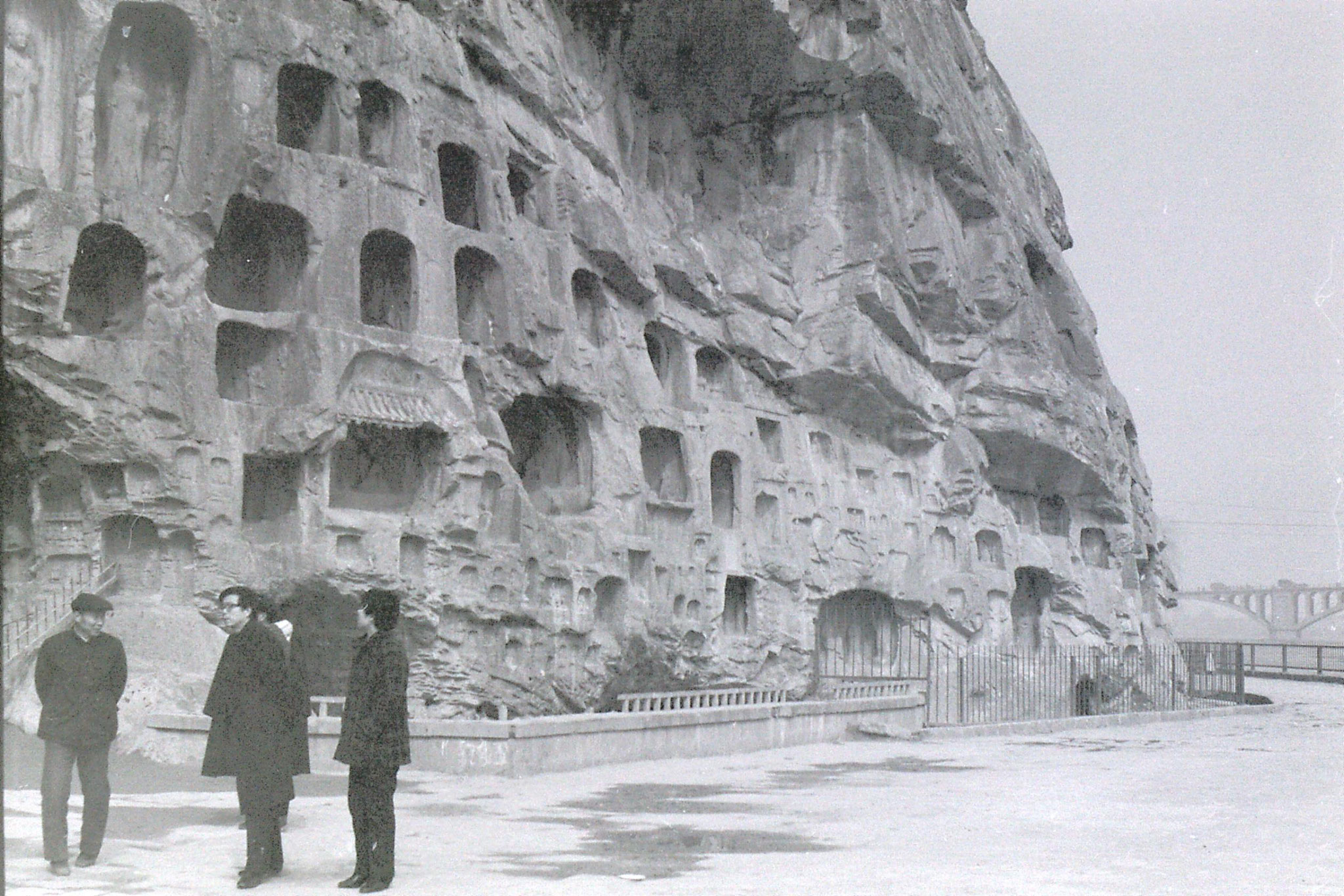 28/2/1989: 8: Luoyang Longmen Caves cliff face