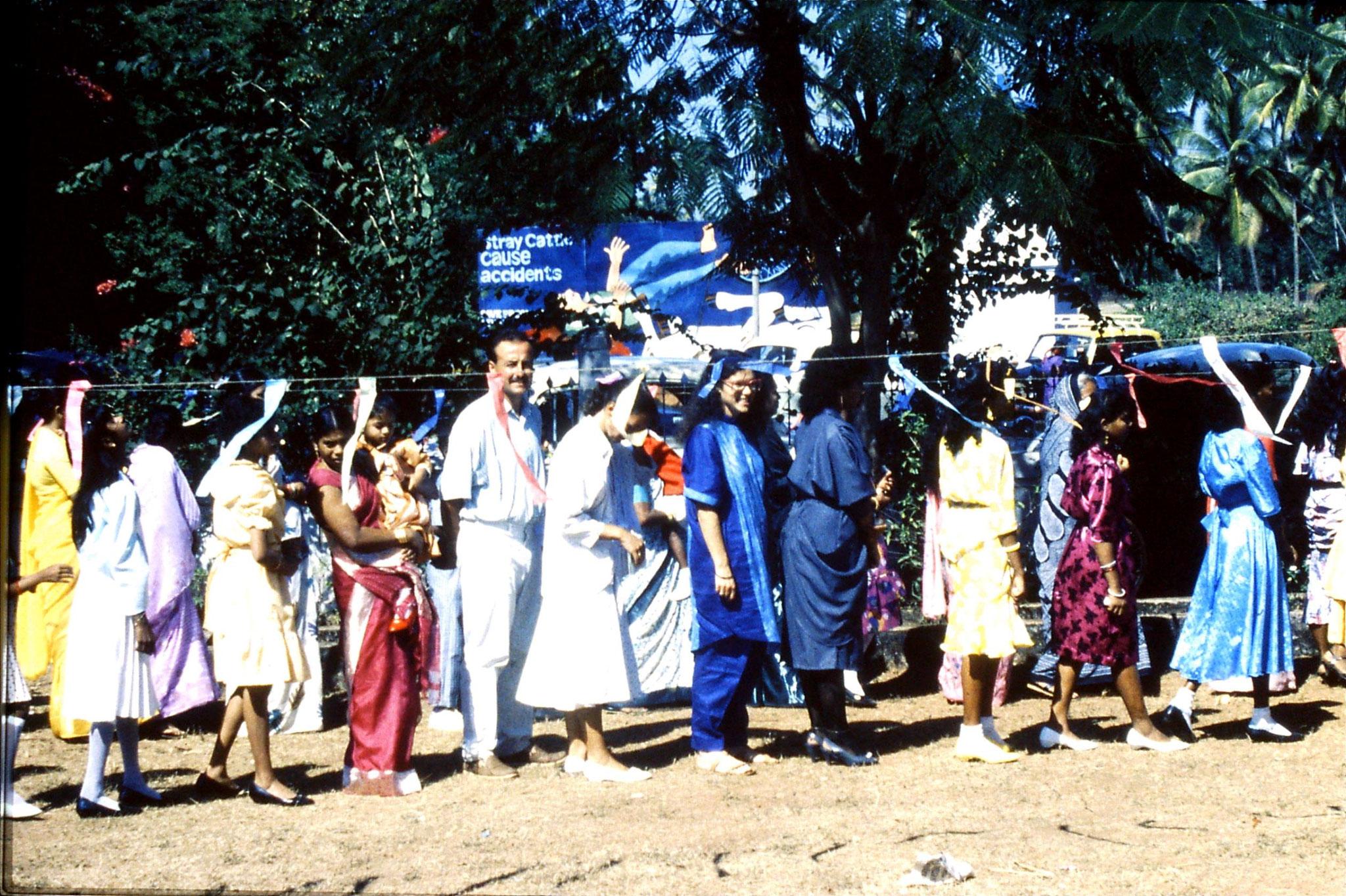 31/12/1989: 14: Siolim church and 10.30 mass procession