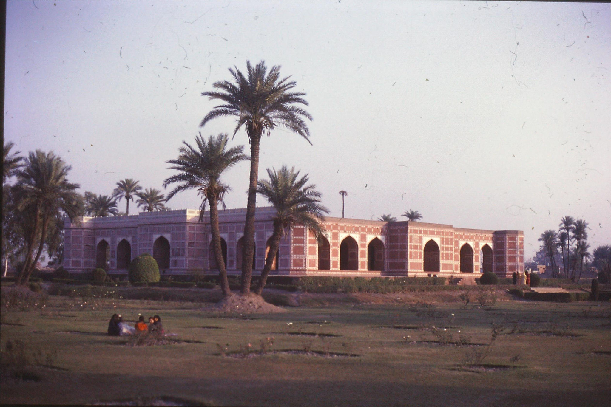 10/11/1989: 4: Nur Jehan tomb