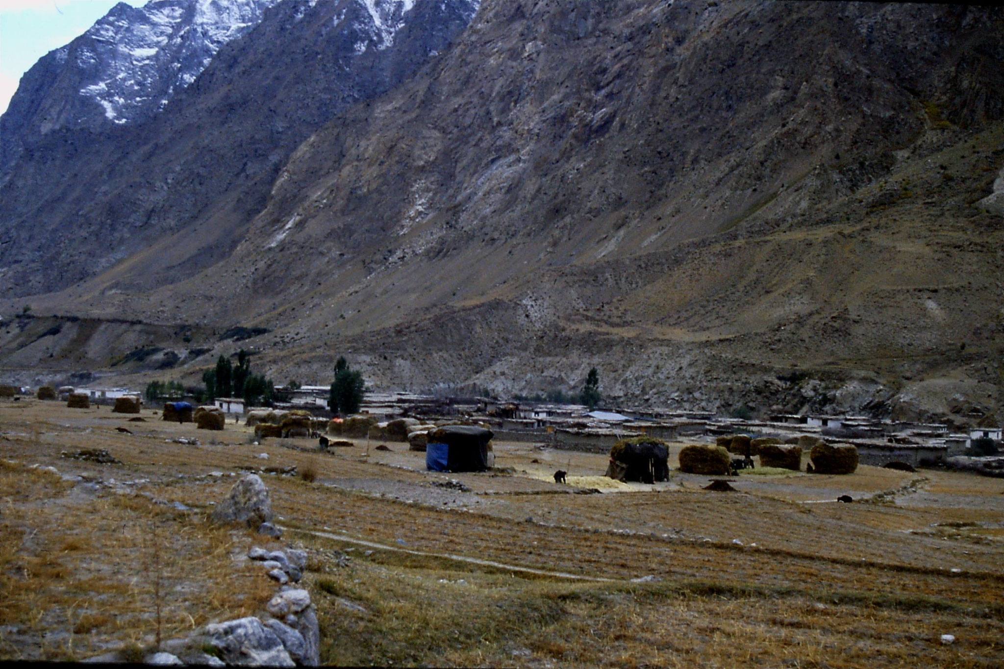 16/10/1989: 36: Hushe village and Masherbrum