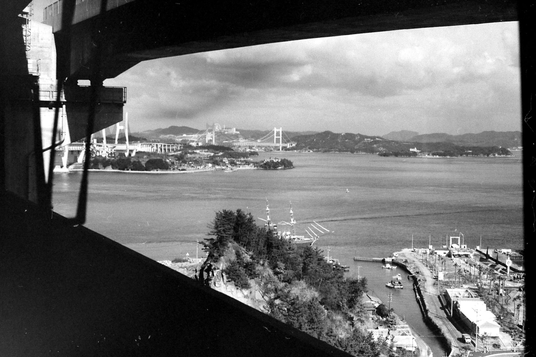 24/1/1989: 15: bridge over Seto Sea