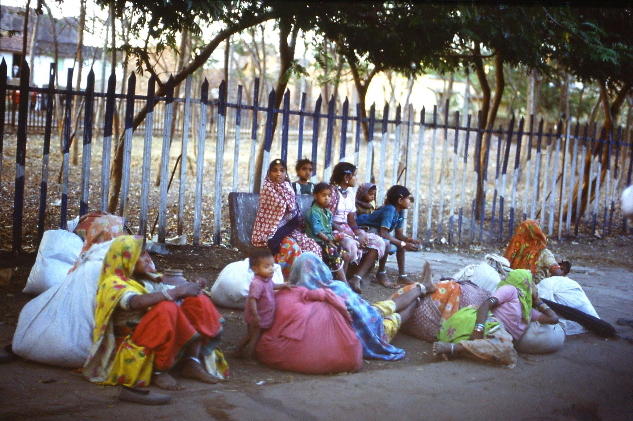108/35: 24/3/1990 Vidashastri - near Bhopal