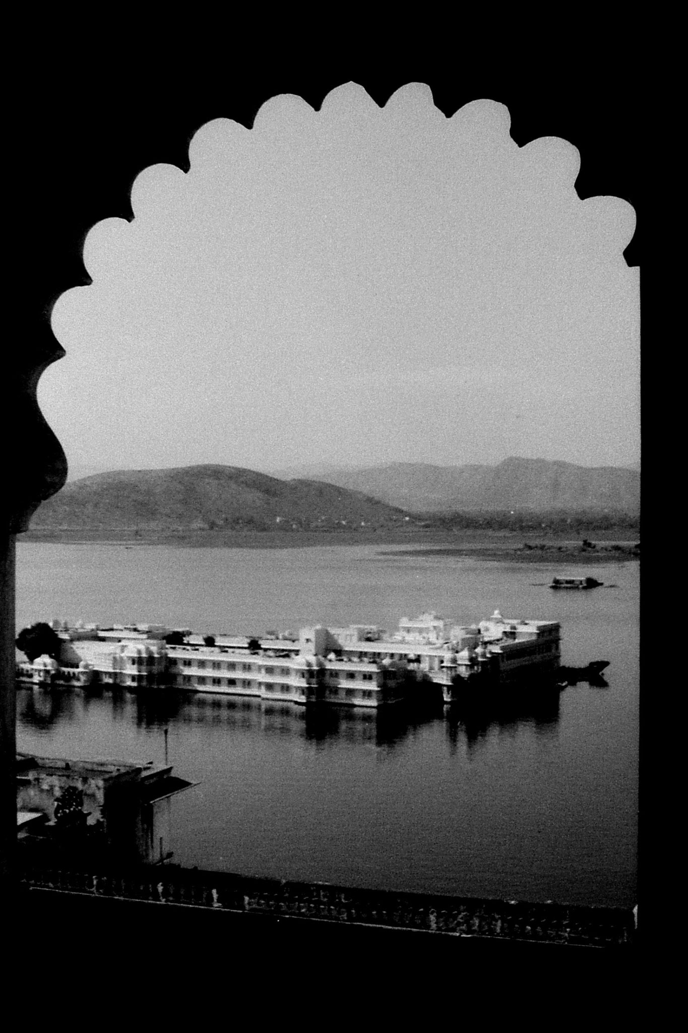 8/12/1989: 14: Udaipur, lake palace from city palace